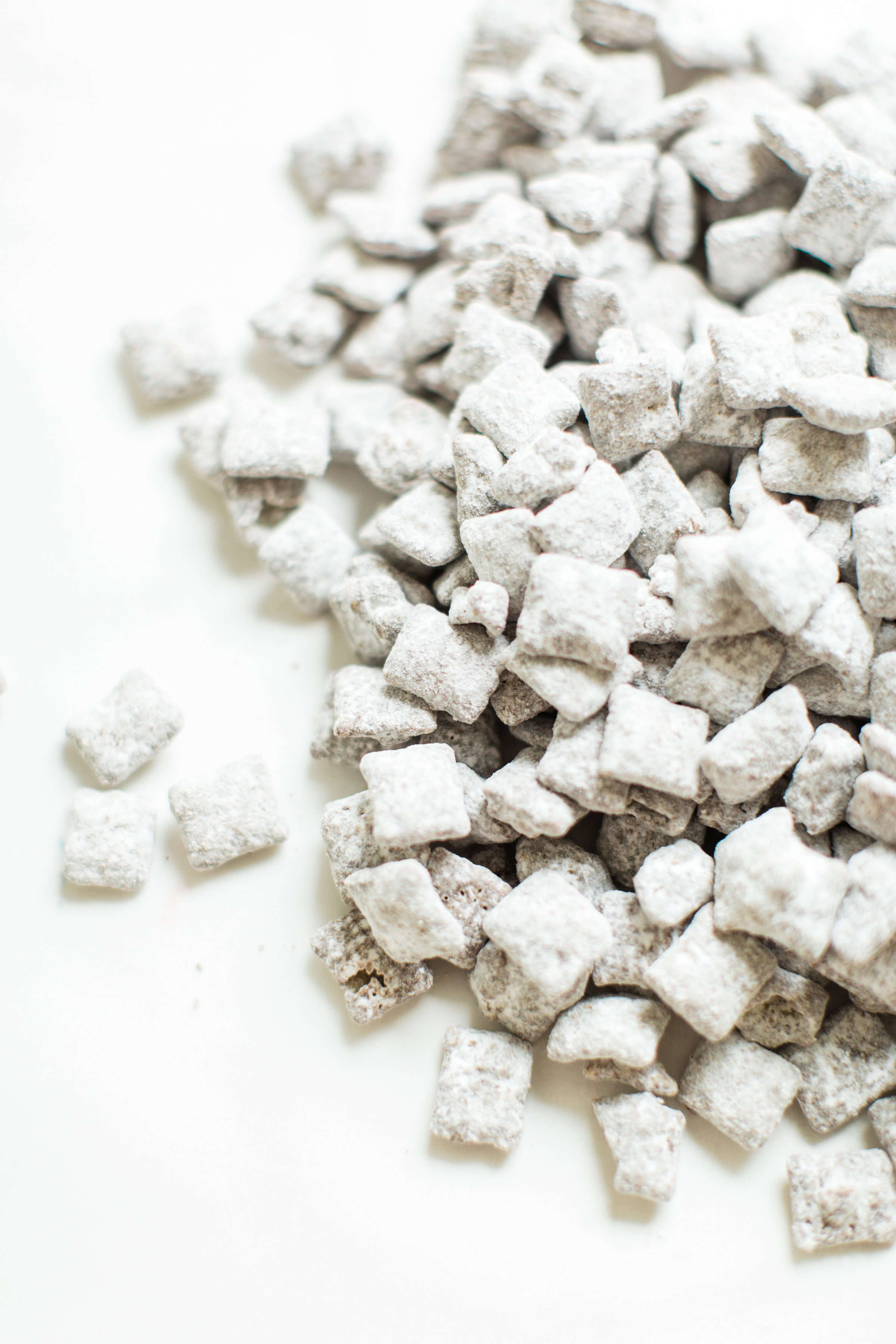 Positively addictive classic Puppy Chow Muddy Buddies - comes together in minutes, is no-bake, and can be made up in big batches - perfect for gifting! Click through for the recipe. #muddybuddies #puppychow #holidayrecipe #holidaygift #dairyfree #vegan #vegandessert | glitterinc.com | @glitterinc