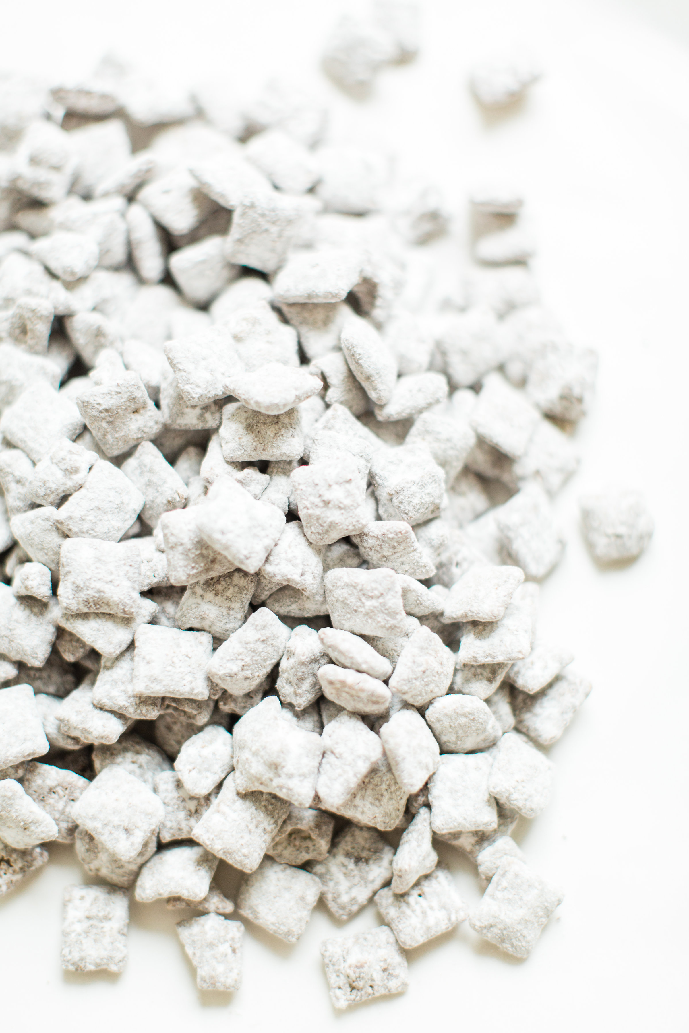 Positively addictive classic Puppy Chow Muddy Buddies - comes together in minutes, is no-bake, and can be made up in big batches - perfect for gifting! Click through for the recipe. #puppychow #holidayrecipe #holidaygift #dairyfree #vegan #vegandessert | glitterinc.com | @glitterinc