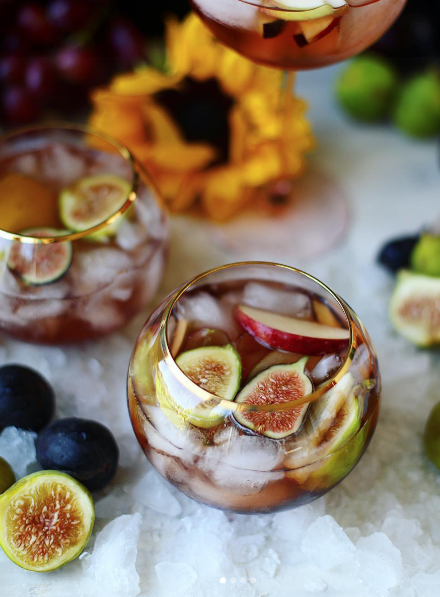 Rosé Fig Sangria, plus more than 125+ incredible fall recipes that everyone should try. Click through for the recipes. #fallrecipe #fallrecipes #thanksgiving #thanksgivingrecipe | glitterinc.com | @glitterinc