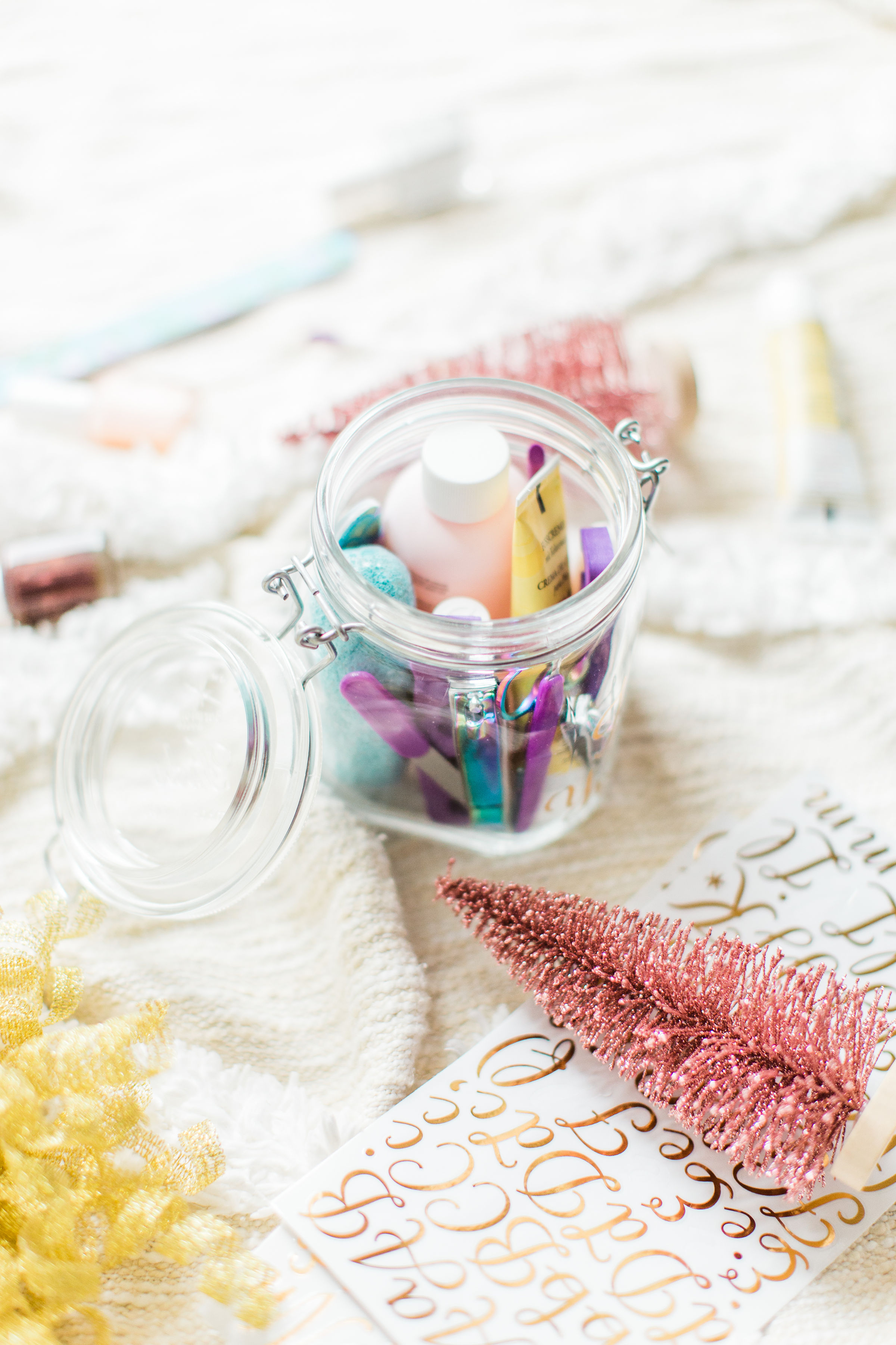 Looking for the perfect easy DIY gift for a friend, teacher, or beauty-lover in your life? I've got the cutest holiday gift idea for you: a DIY pedicure in a jar. Click through for the details. #giftgiving #teachergift #pedicureinajar #holidaydiy #diygift #holidaygifting #treatyoself | glitterinc.com | @glitterinc