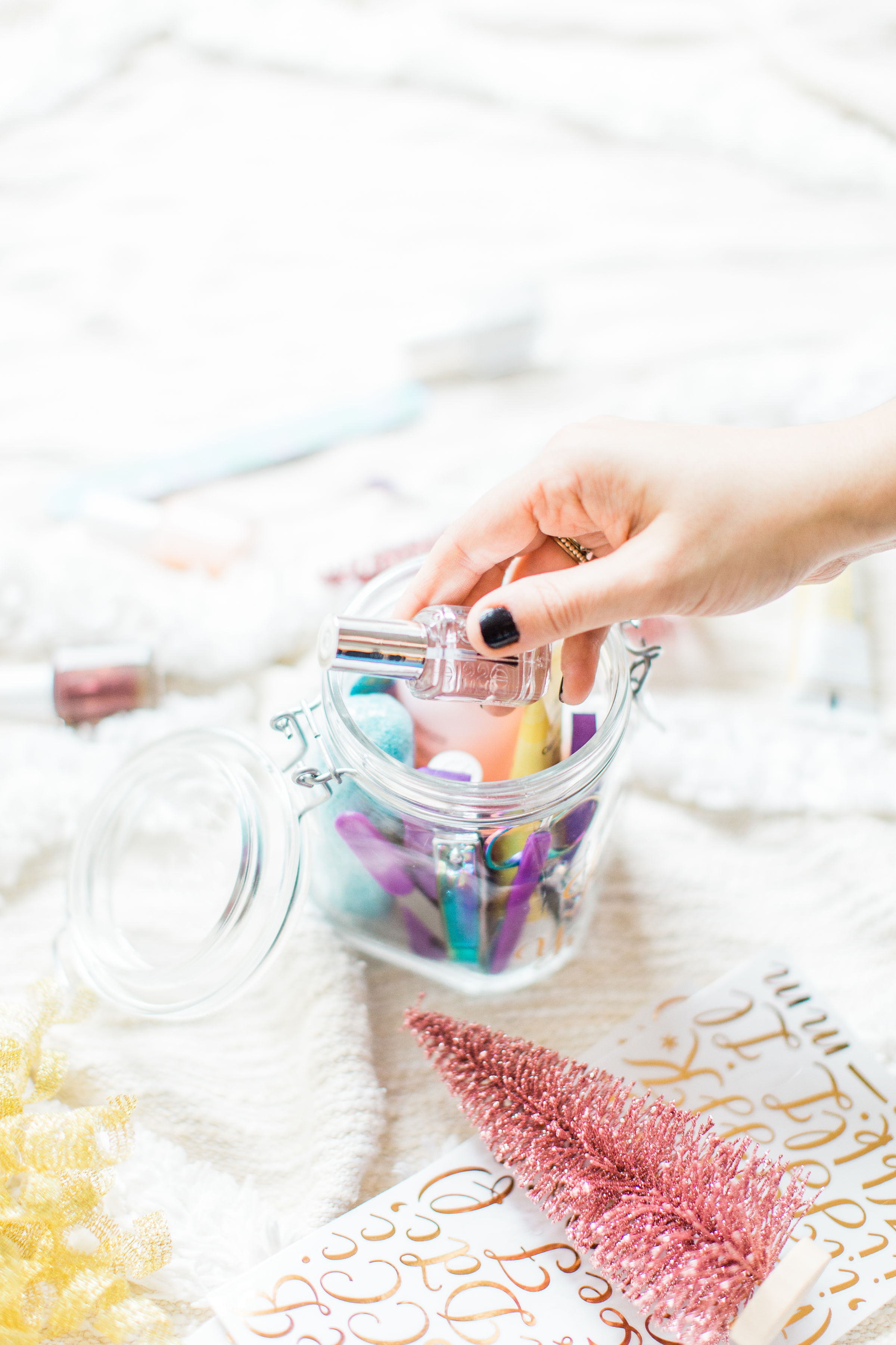 Looking for the perfect easy DIY gift for a friend, teacher, or beauty-lover in your life? I've got the cutest holiday gift idea for you: a DIY pedicure in a jar. Click through for the details. #giftgiving #teachergift #pedicureinajar #holidaydiy #homemadegift #holidaygifting #treatyoself | glitterinc.com | @glitterinc