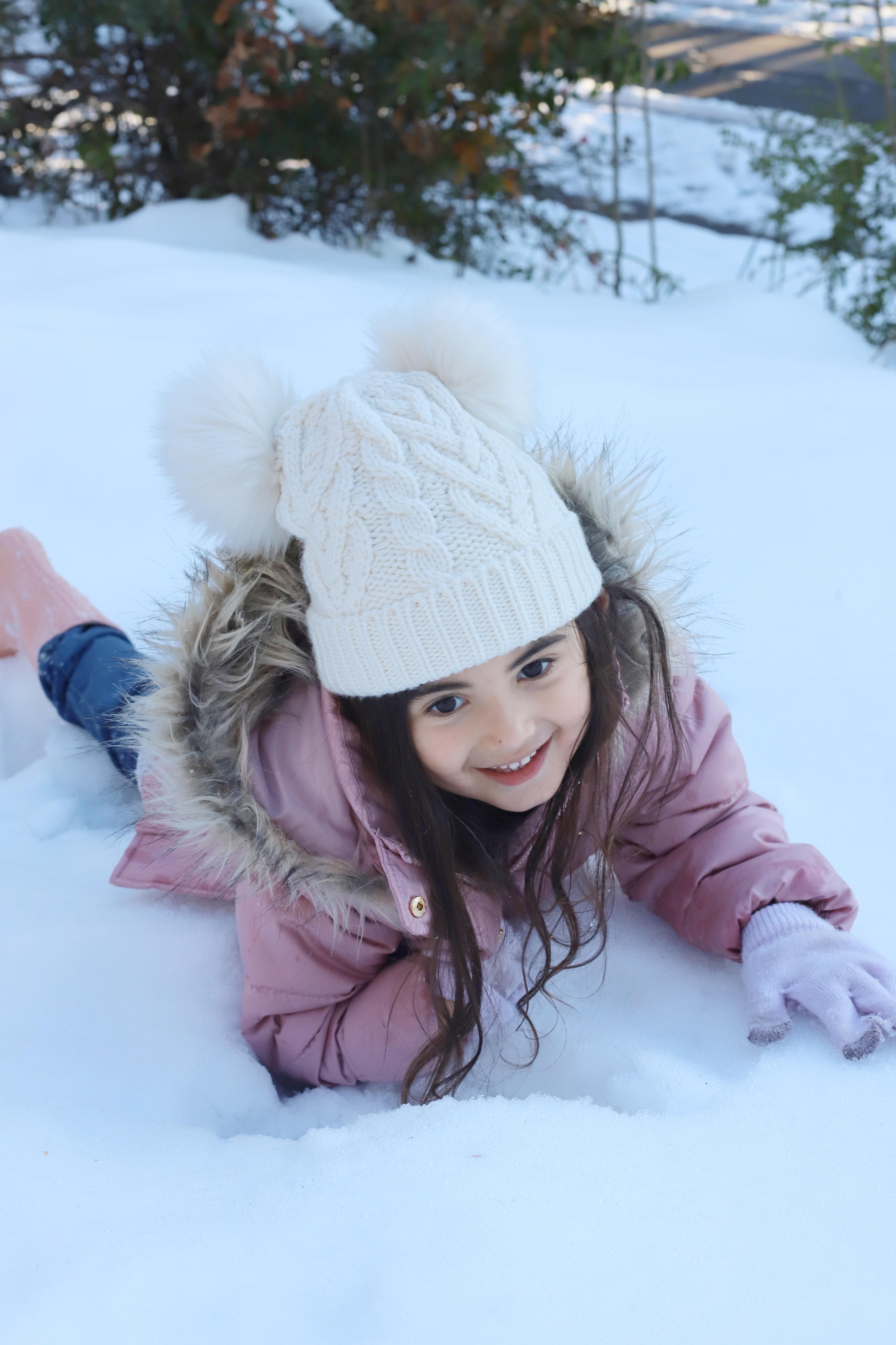 #snowpaint #snowday #snowactivities #snowfun #howtopaintsnow #snowspraypaint | glitterinc.com | @glitterinc