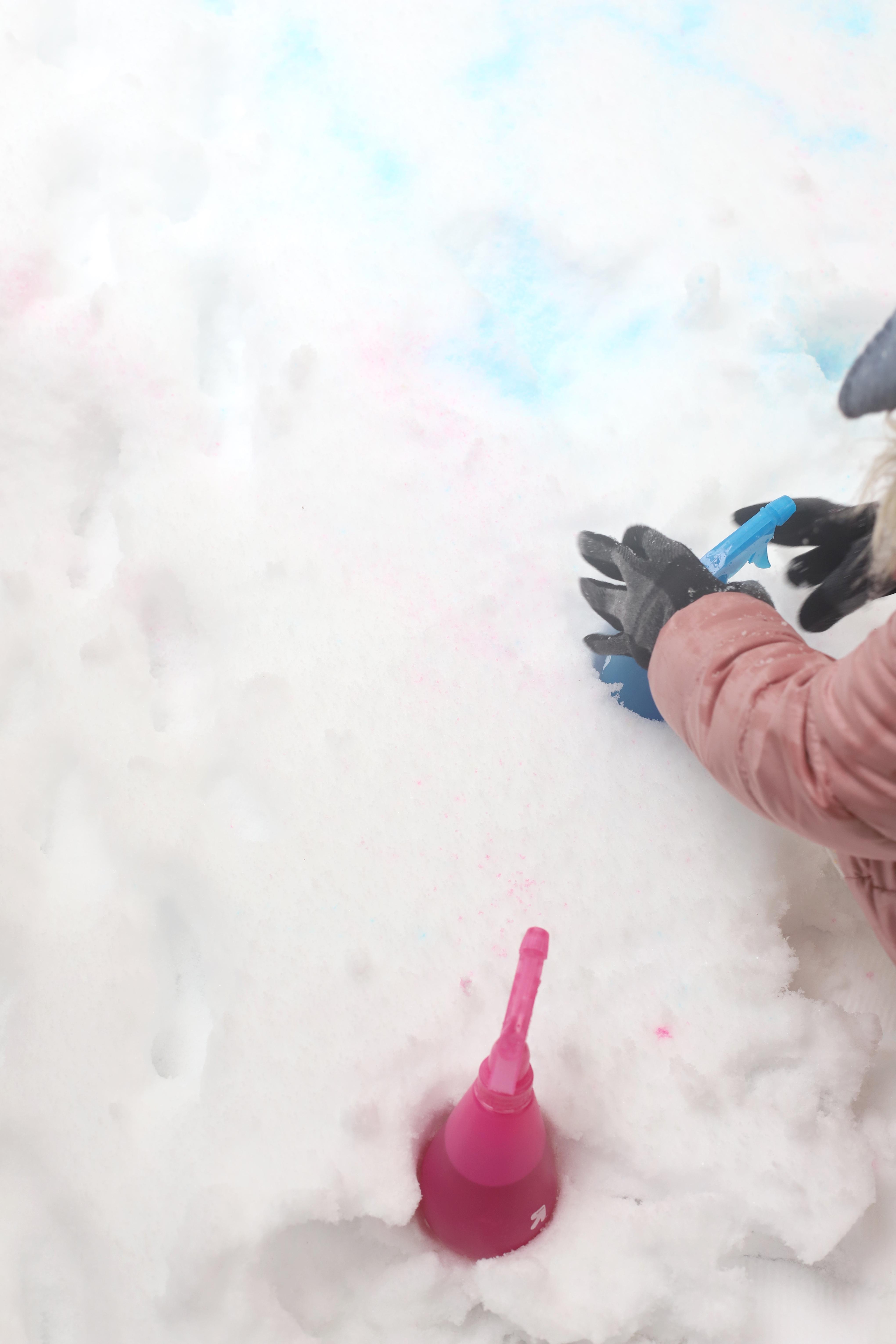 Color Bath Drops. #snowpaint #snowday #snowactivities #snowfun #howtopaintsnow #snowspraypaint | glitterinc.com | @glitterinc