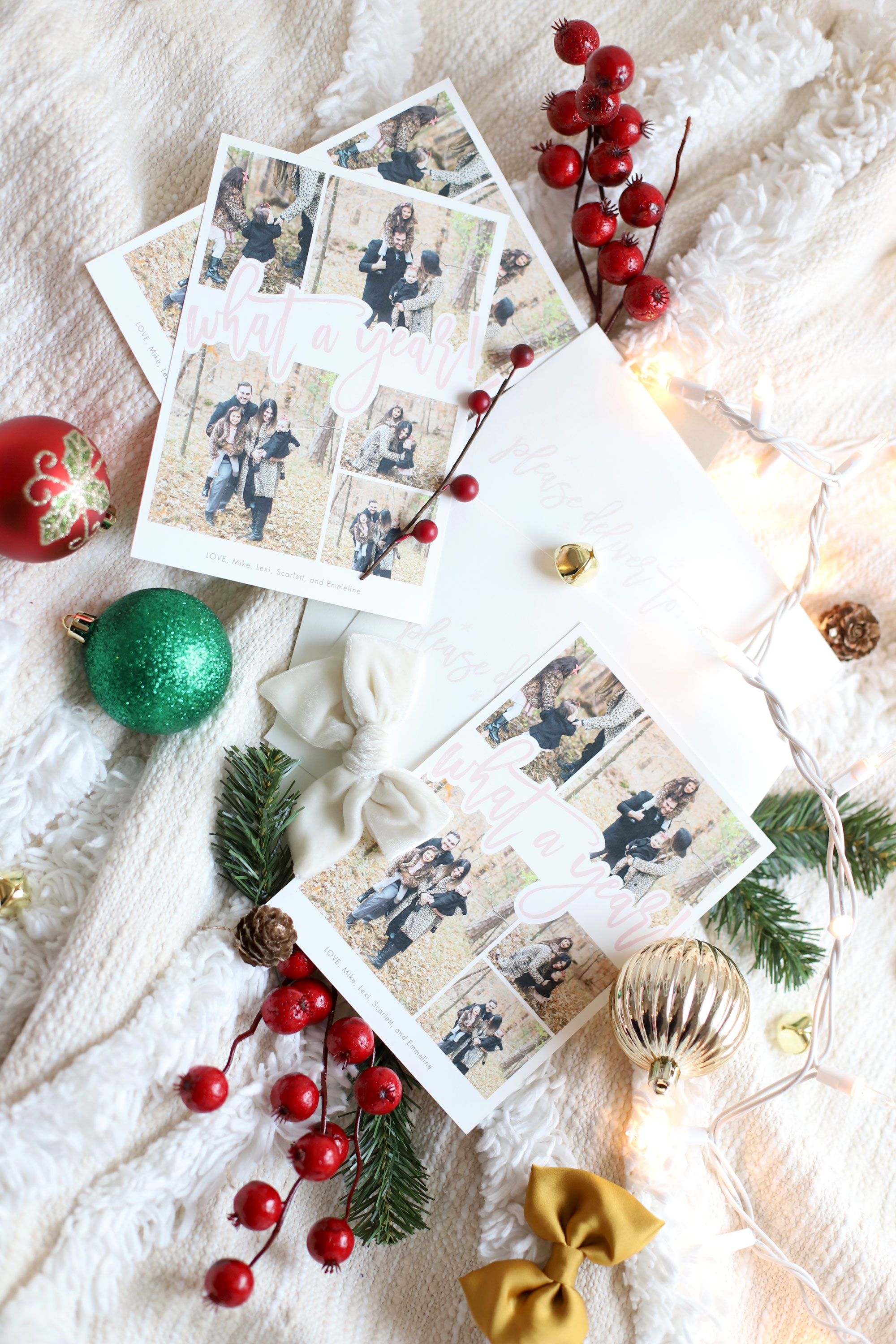 How To Create Your Family Christmas Card #holidaycards #familyholidaycards #familypictures | glitterinc.com | @glitterinc