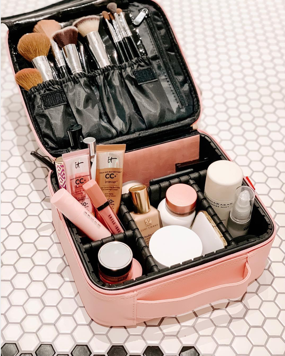 Lifestyle blogger Lexi of Glitter, Inc. shares her favorite weekly finds from around the web, including this $20 pink travel makeup bag from Amazon that every blogger has | glitterinc.com | @glitterinc