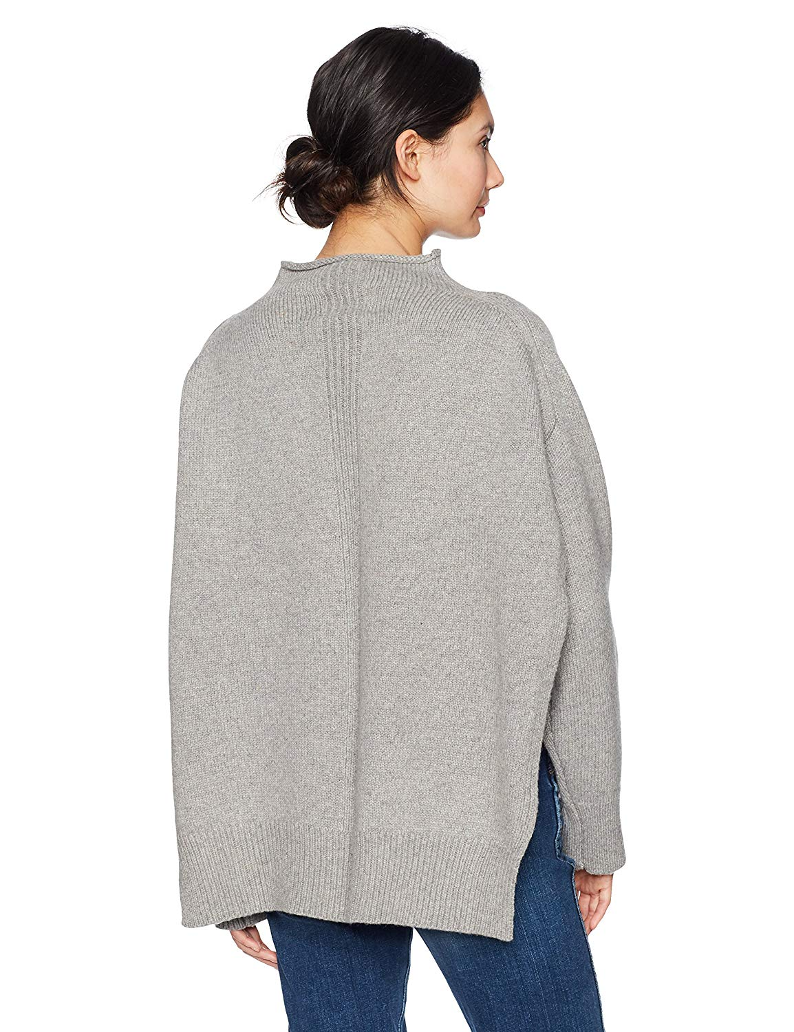 Lifestyle blogger Lexi of Glitter, Inc. shares her favorite weekly finds from around the web, including this MOON RIVER Women's Mock Neck Boxy Boyfriend Sweater | glitterinc.com | @glitterinc
