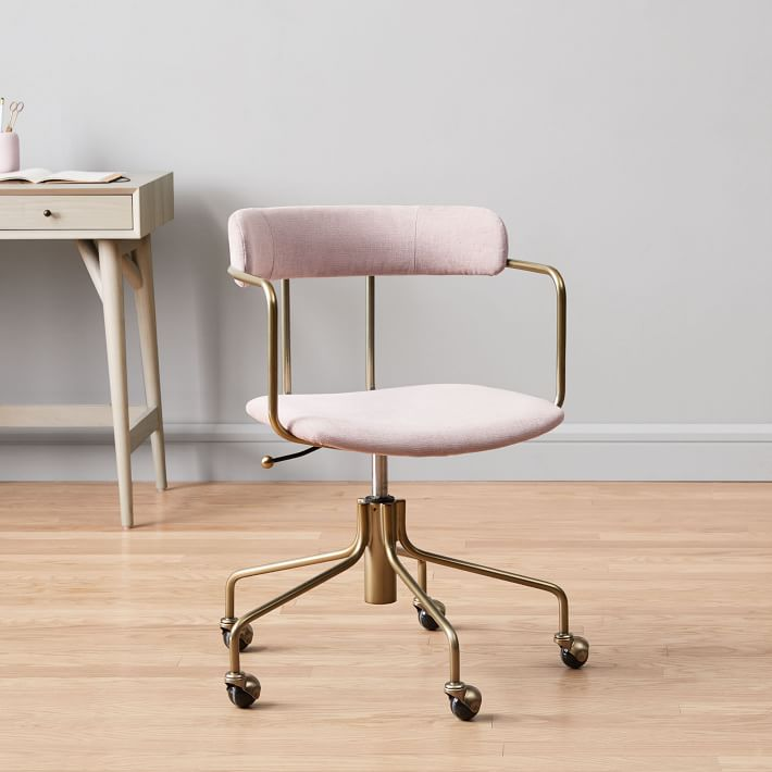 My favorite weekly finds, including this West Elm Lenox Swivel Office Chair | Click through for the details. | glitterinc.com | @glitterinc