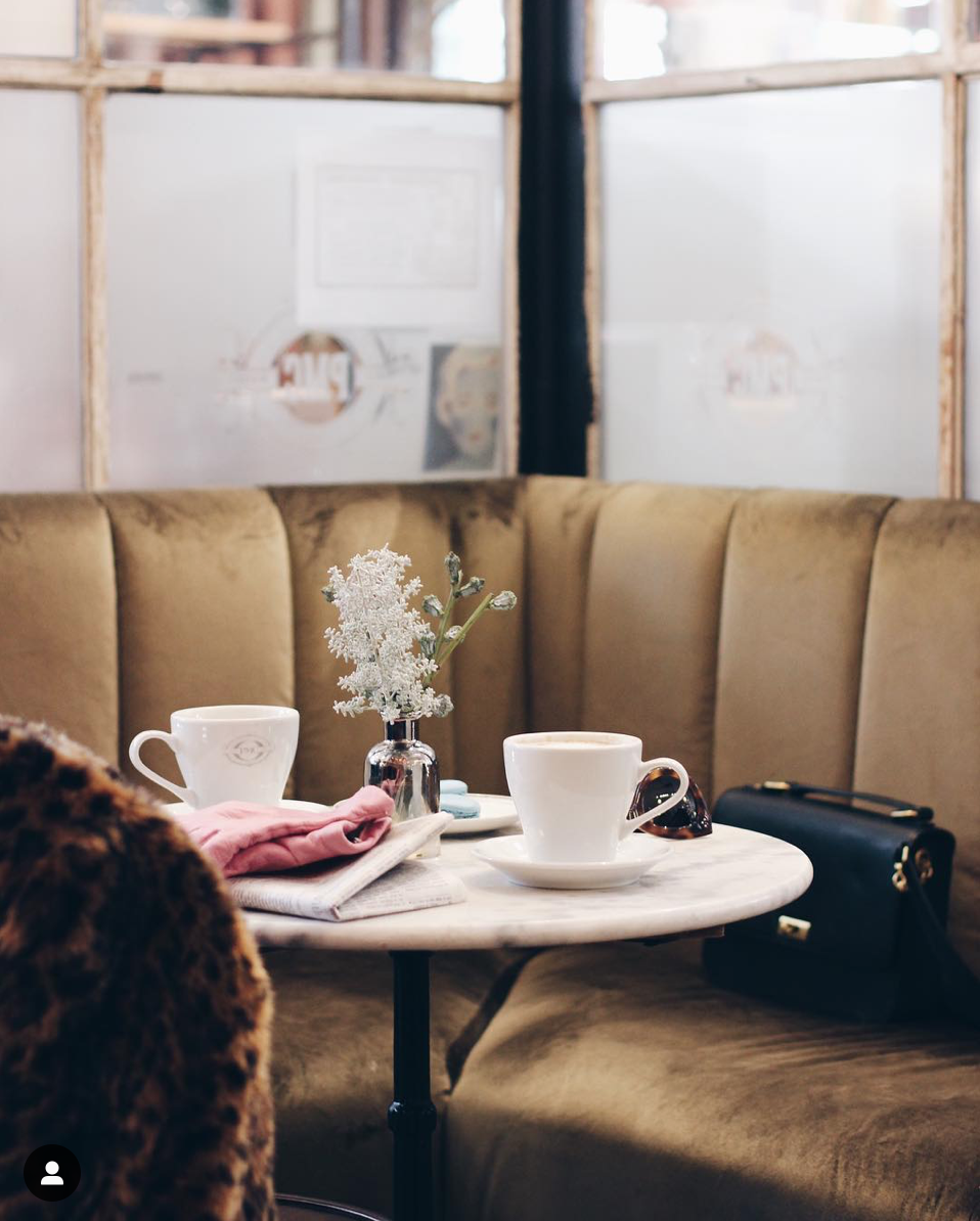 Lifestyle blogger Lexi of Glitter, Inc. shares a few little love notes to the things she loved most this week, including a trip to Chicago, the best advice ever received, peach upside down cakes, this chic coffee shop captured by @saramueller and more. | glitterinc.com | @glitterinc
