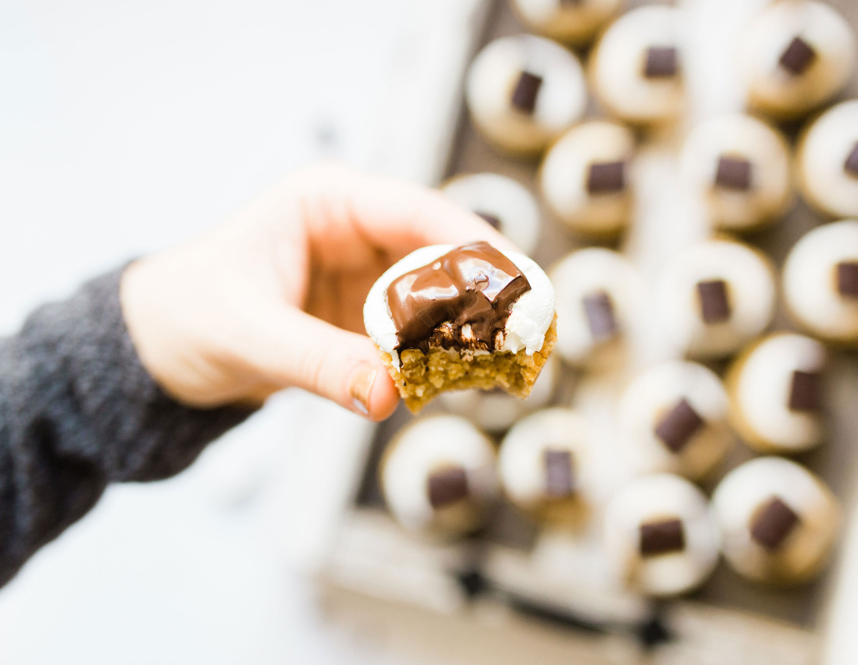 Move over campfire s'mores, these s'more cookie cups, made with perfectly sweet and chewy graham cracker cookie cups topped with toasted marshmallows and rich chunks of chocolate, are giving the classic dessert a run for its money. Click through for the recipe. | glitterinc.com | @glitterinc