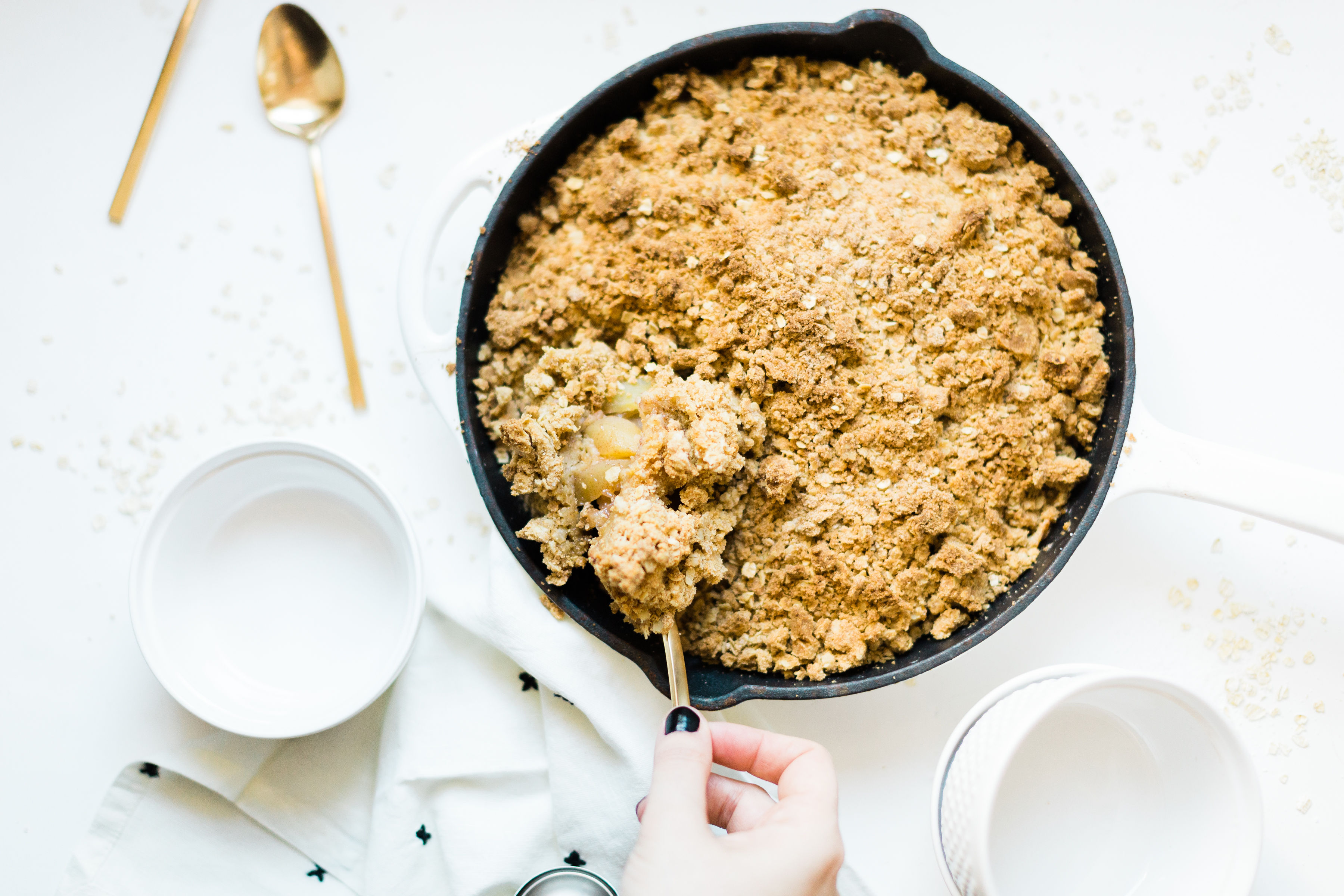 This amazing skillet apple crumble is filled with juicy apples baked into sticky, caramel-y, gooey perfection, and topped with a buttery crisp meets crumble topping that is decadently crumbly, a little bit doughy, with plenty of crunch. Click through for the #recipe. #crumble #crisp #applecrumble #applecrisp #fruitcrumble #fruitcrisp #dessert #skilletcrumble #skilletcrisp #skilletdessert | glitterinc.com | @glitterinc