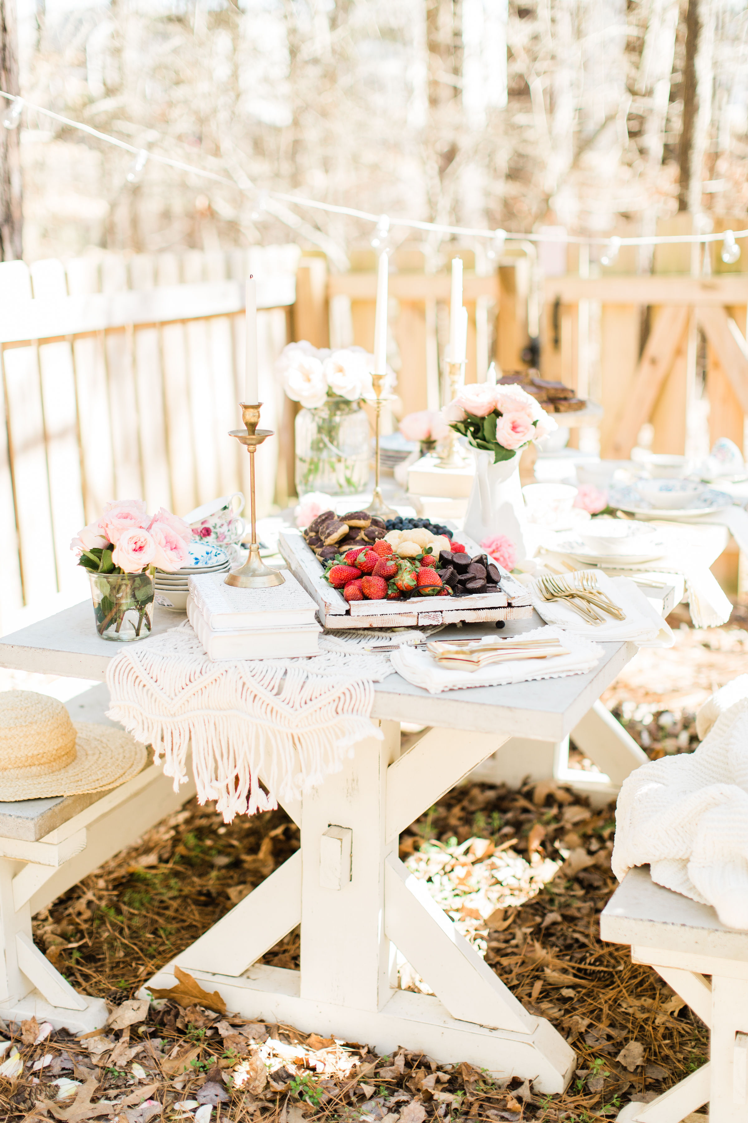 When it comes to a beautiful and bright outdoor party, simplicity is the name of the game.