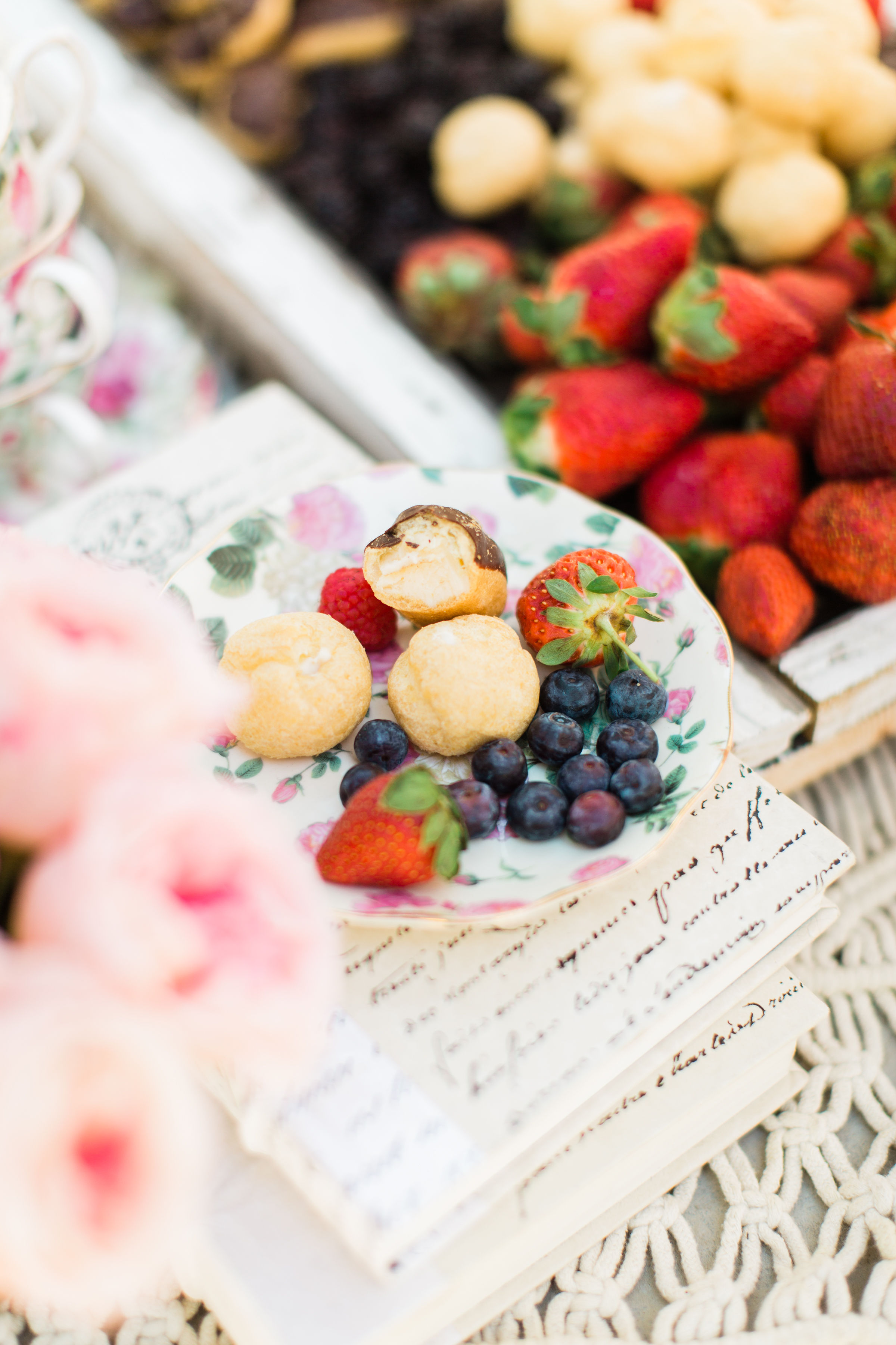 Welcome the sunshine with a whimsical outdoor spring tea and dessert party, complete with the easiest foolproof desserts that will make you hostess with the mostest. | Click through for the details. #teaparty #dessertparty #outdoorparty #spring | glitterinc.com | @glitterinc
