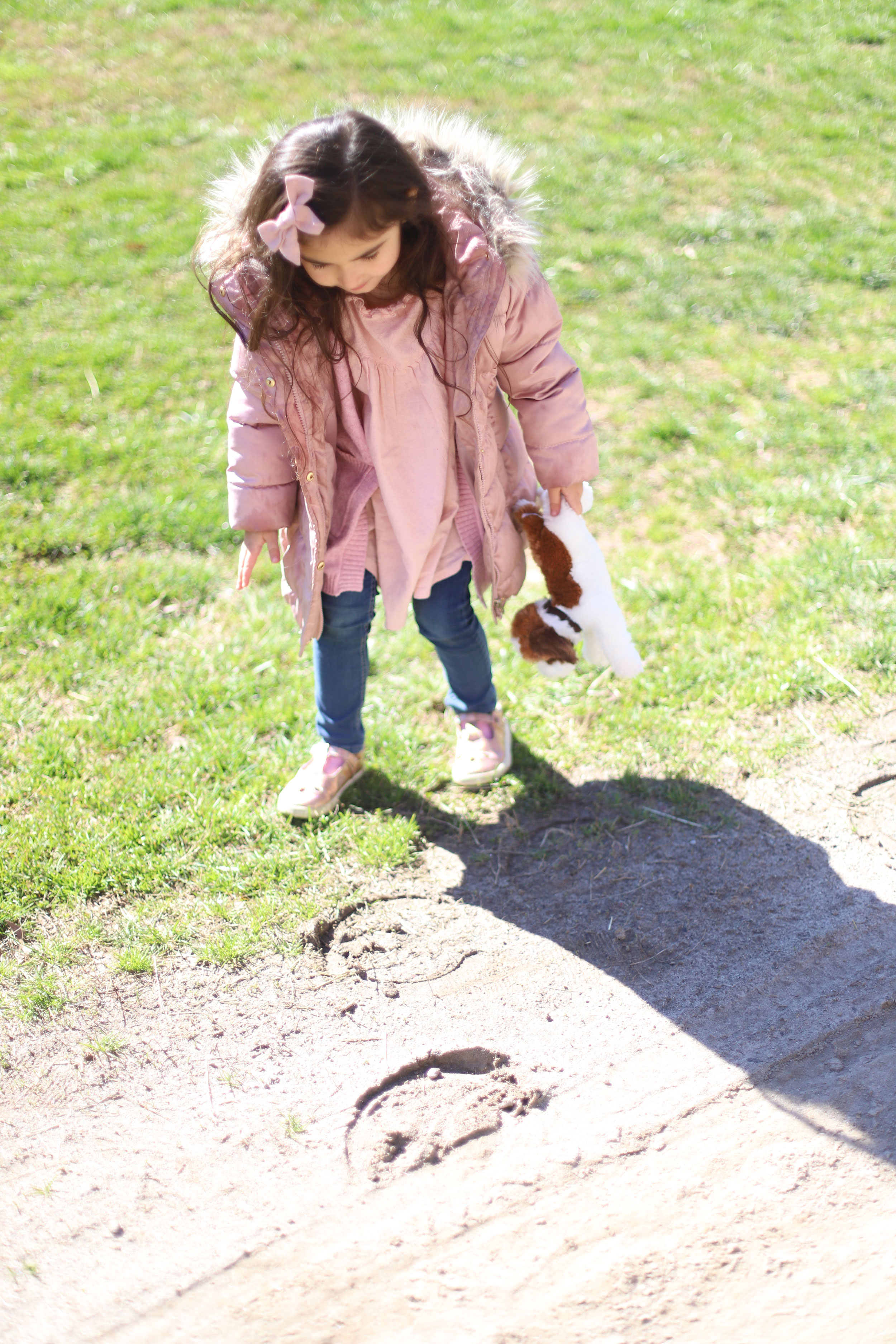 Long after the ride, Scarlett continued to point out horse shoe prints in the ground and talk about her new friends, the horses.