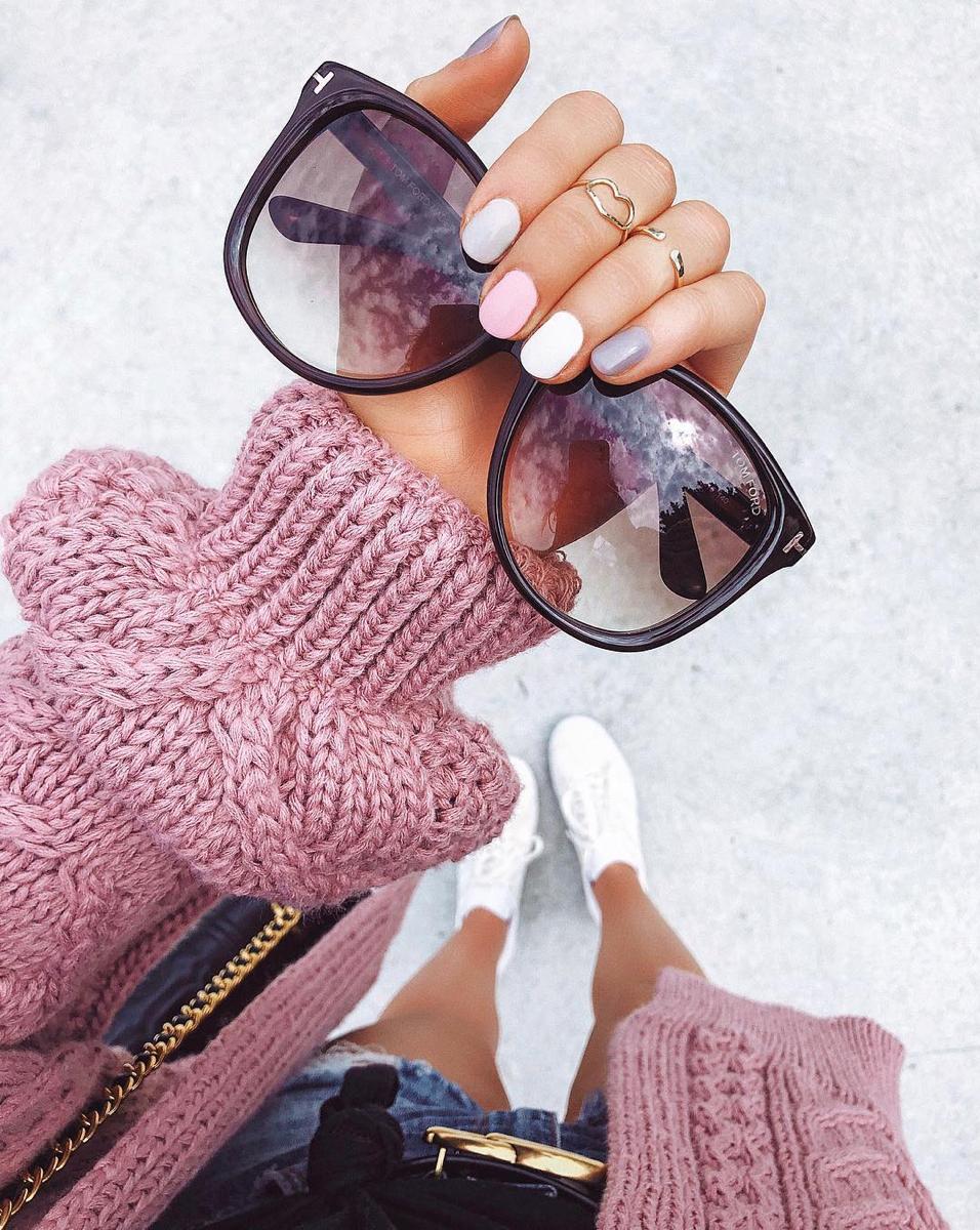 Pastel Rainbow Nails via @fashionablykay