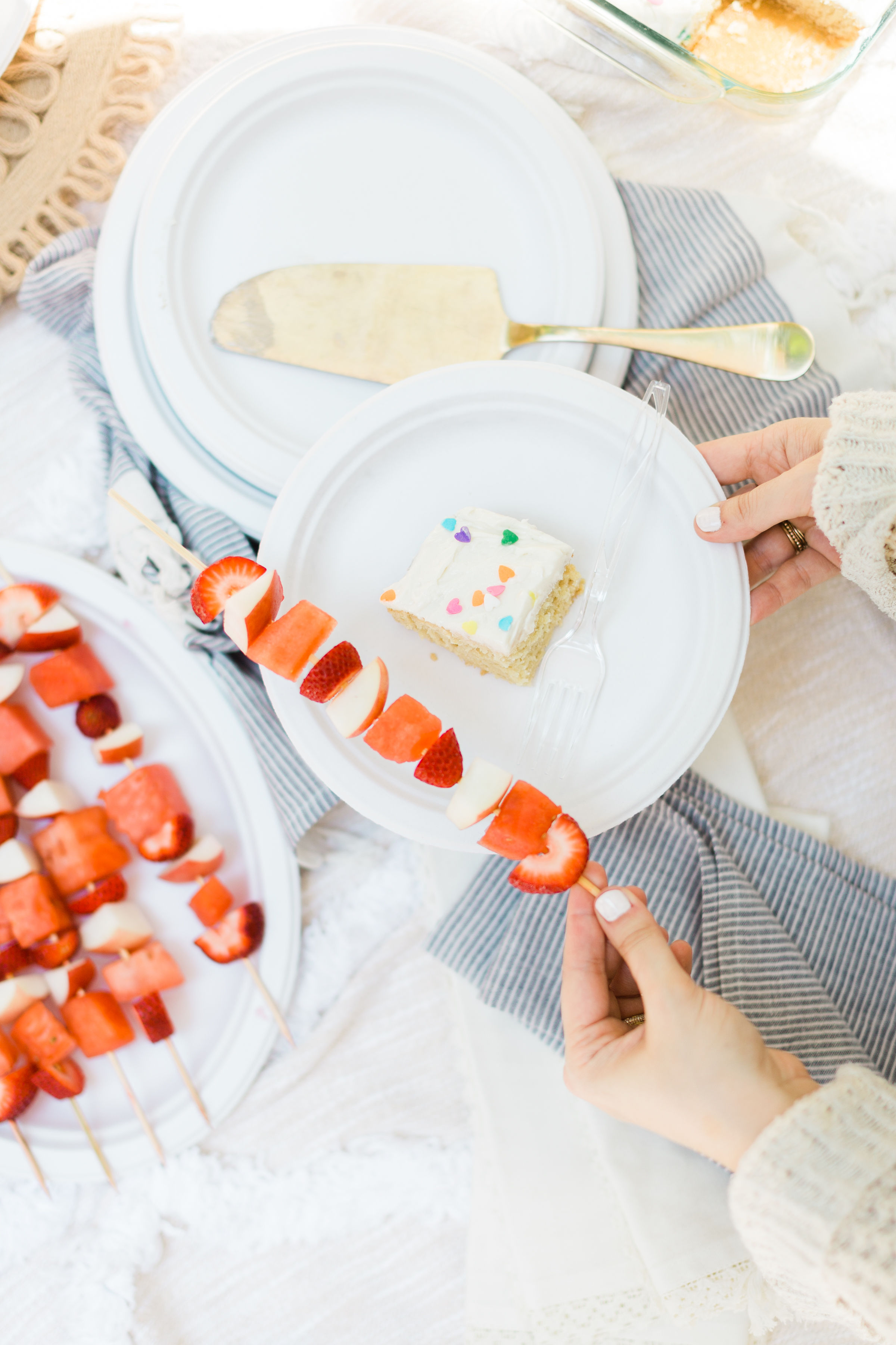 How to Throw a Simple Backyard BBQ Picnic | Glitter Inc