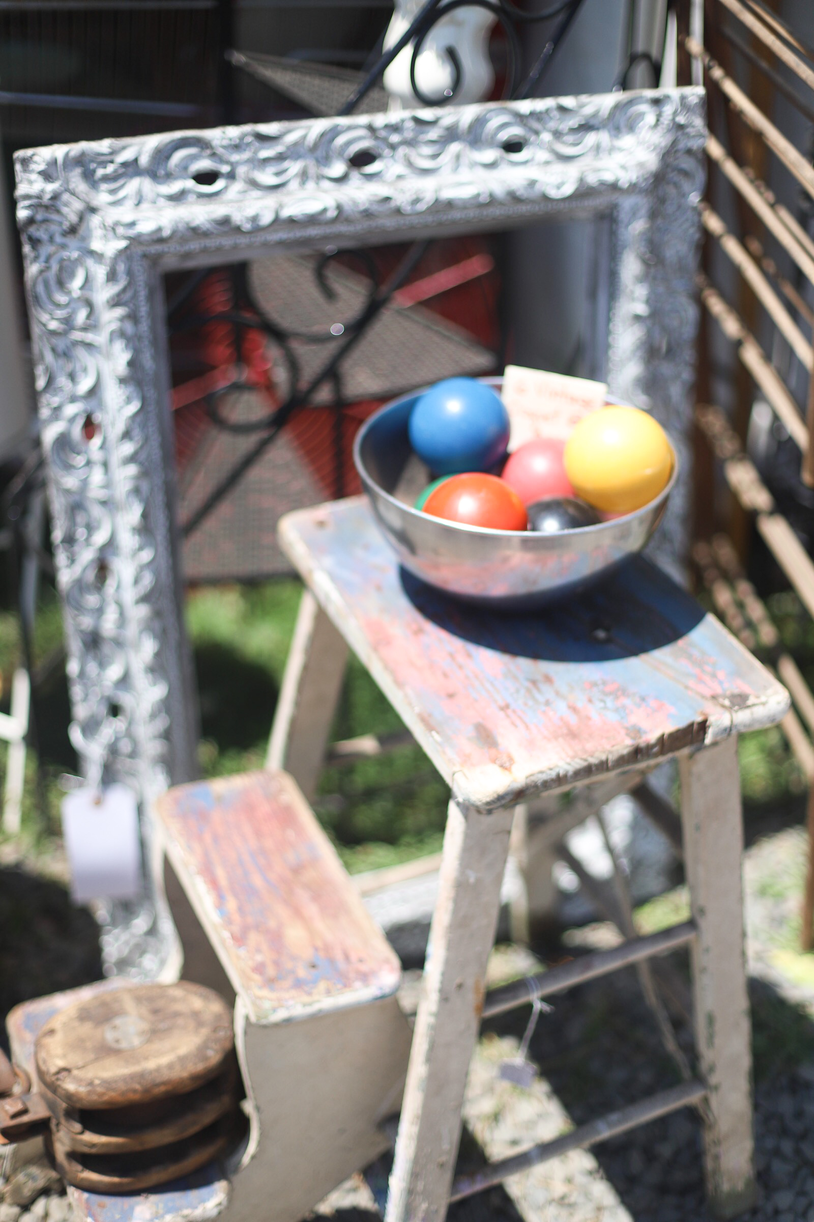 A guide to the Brimfield Antique Show and Flea Market- the largest of its kind in the country - and how to score the best vintage and thrift finds there!