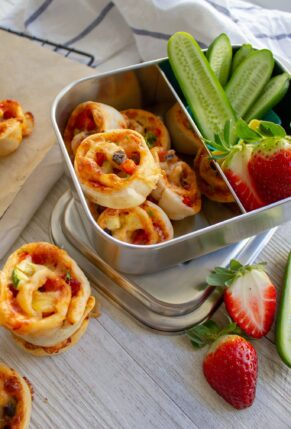 Make Ahead Homemade PIzza Scrolls - Pinwheels for School Lunch