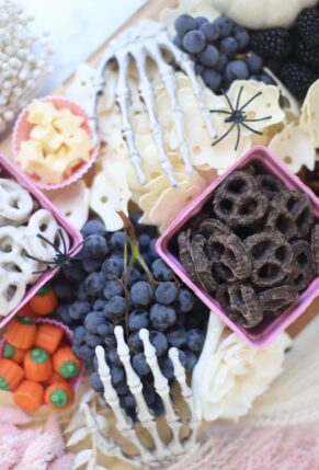 How to Make a Halloween Snack Charcuterie Board – pretty and spooky snacks – GLITTERINC.COM – IMG_8512