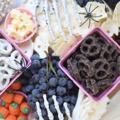 How to Make a Halloween Snack Charcuterie Board