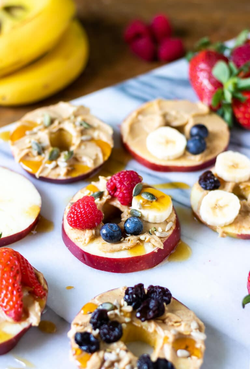 These delicious snacks, packed with the season's best fall flavors, will keep you and your family happily snacking all fall long! Click through for the recipes. | glitterinc.com | @glitterinc // Mini Apple Pizzas