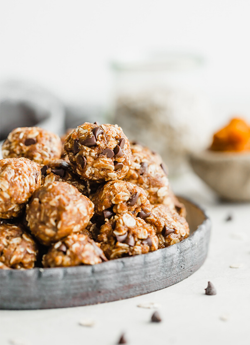 These delicious snacks, packed with the season's best fall flavors, will keep you and your family happily snacking all fall long! Click through for the recipes. | glitterinc.com | @glitterinc // Pumpkin Energy Bites
