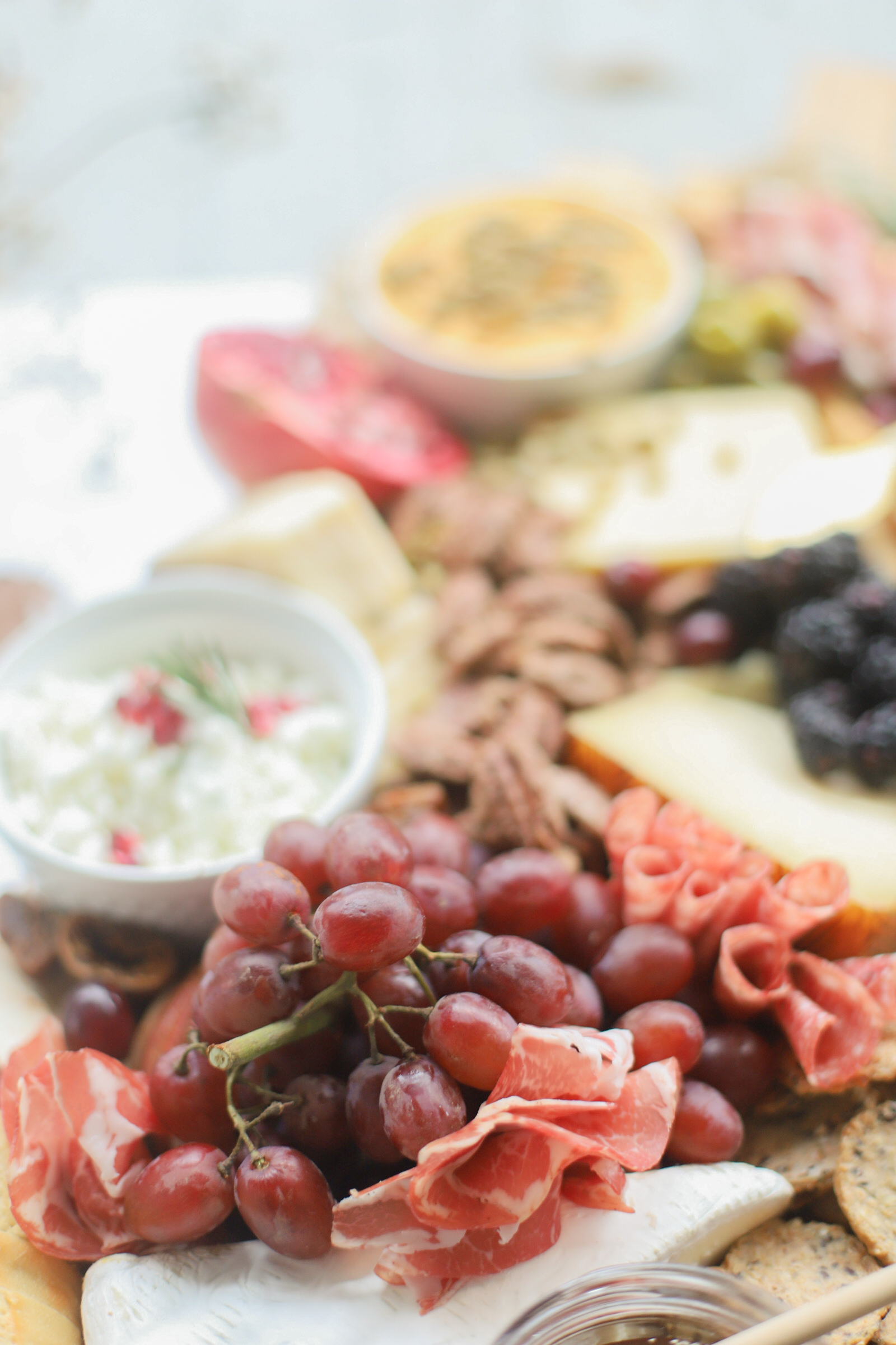 Putting together a big, beautiful charcuterie board is easier than you think. Make this impressive Thanksgiving cheese board for the fall holiday this year and seriously wow all of your guests! | glitterinc.com | @glitterinc