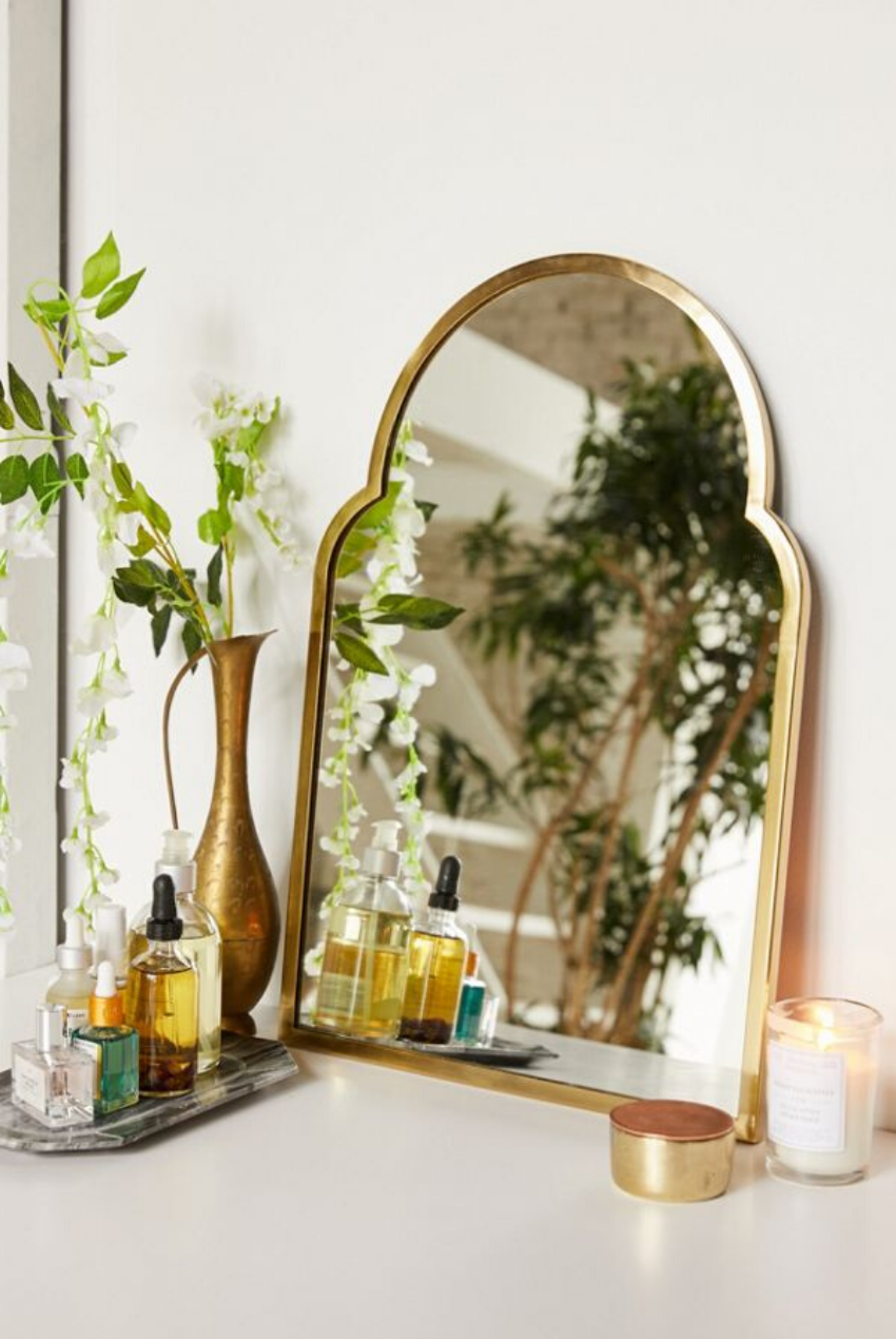 WEEKLY FINDS // Urban Outfitters Varena Arched Wall Mirror