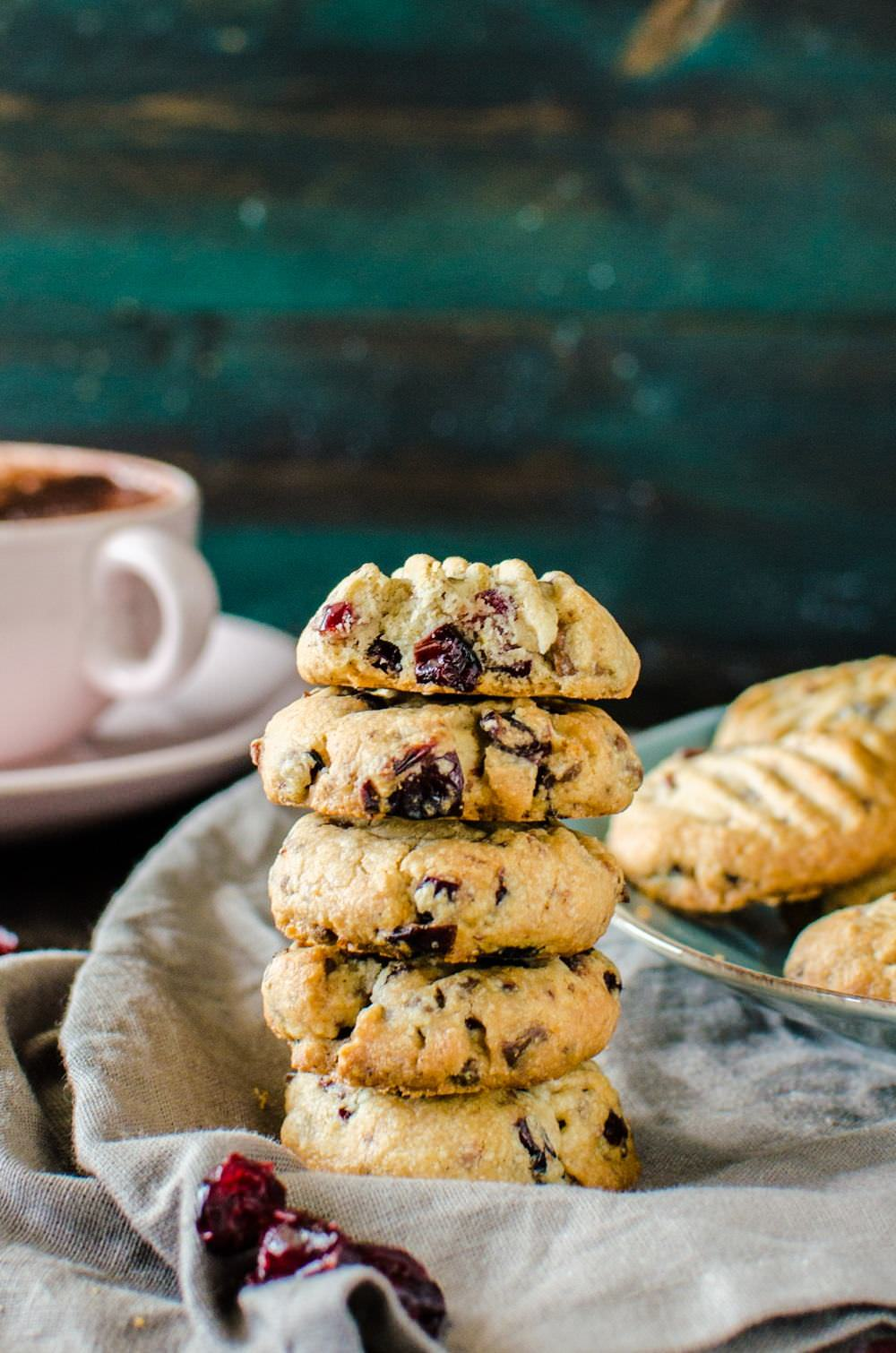 Chocolate Chip and Cranberry Shortbread Cookies | glitterinc.com | @glitterinc