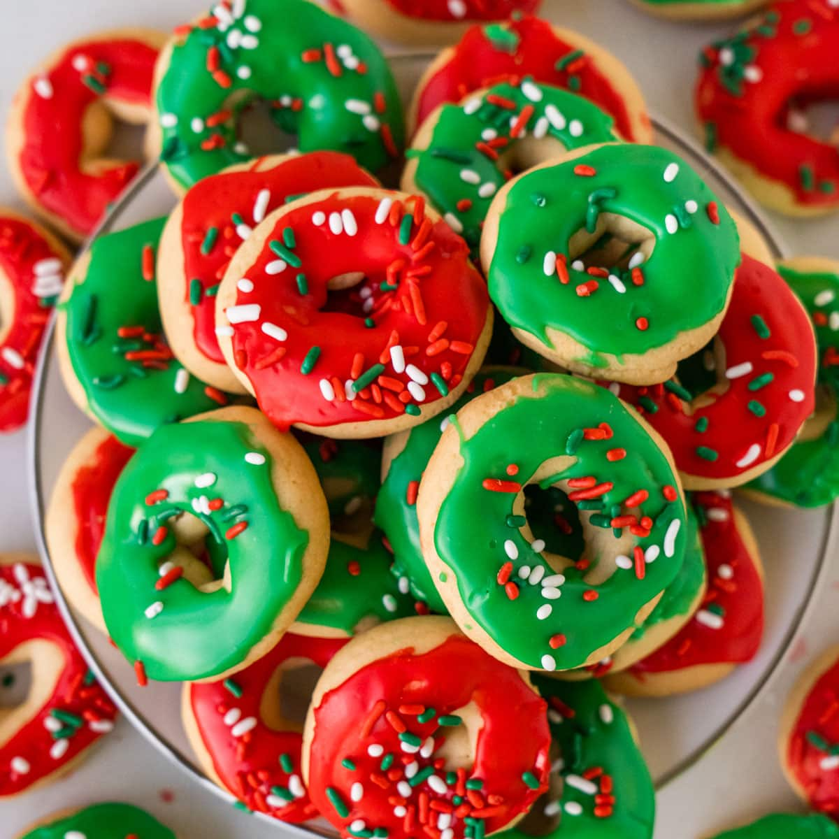 Christmas Donut Cookies, plus how to throw a Christmas cookie exchange this holiday season! These hosting tips will help you to plan one awesome cookie swap party, including more than 40 recipes for our favorite holiday cookies ever! | glitterinc.com | @glitterinc