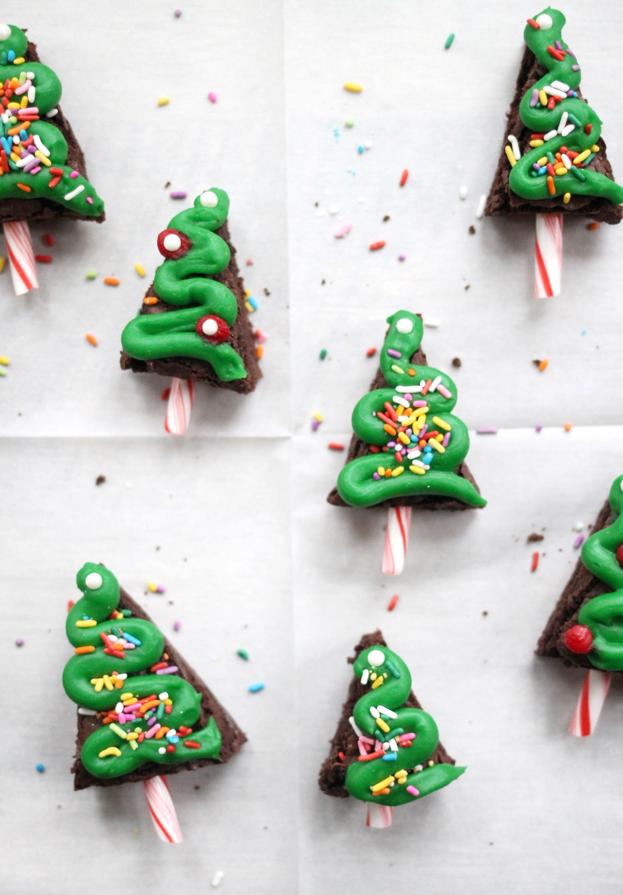Cute and Easy Christmas Brownies | glitterinc.com | @glitterinc