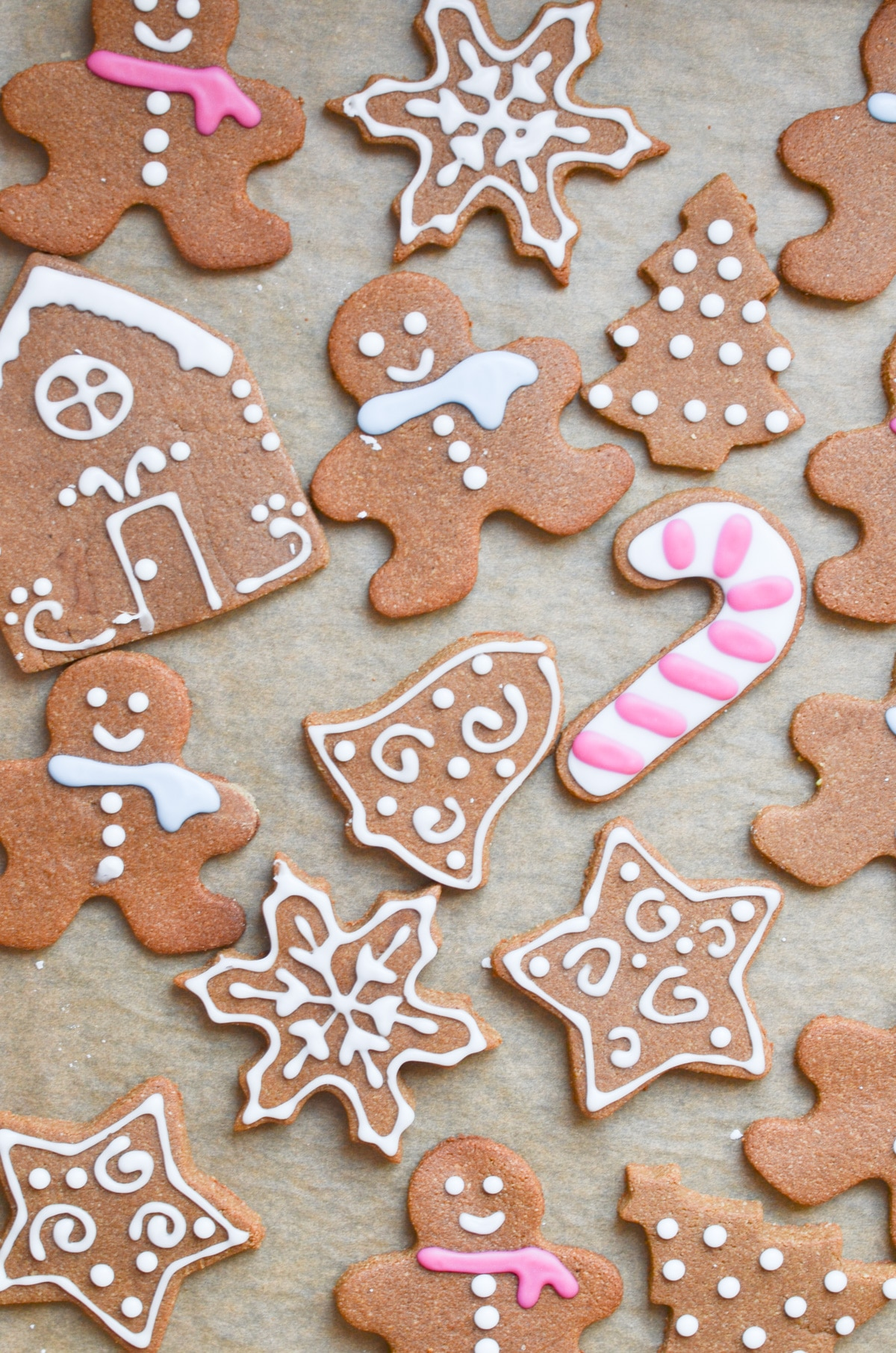 Easy Vegan Gingerbread Cookies, plus how to throw a Christmas cookie exchange this holiday season! These hosting tips will help you to plan one awesome cookie swap party, including more than 40 recipes for our favorite holiday cookies ever! | glitterinc.com | @glitterinc