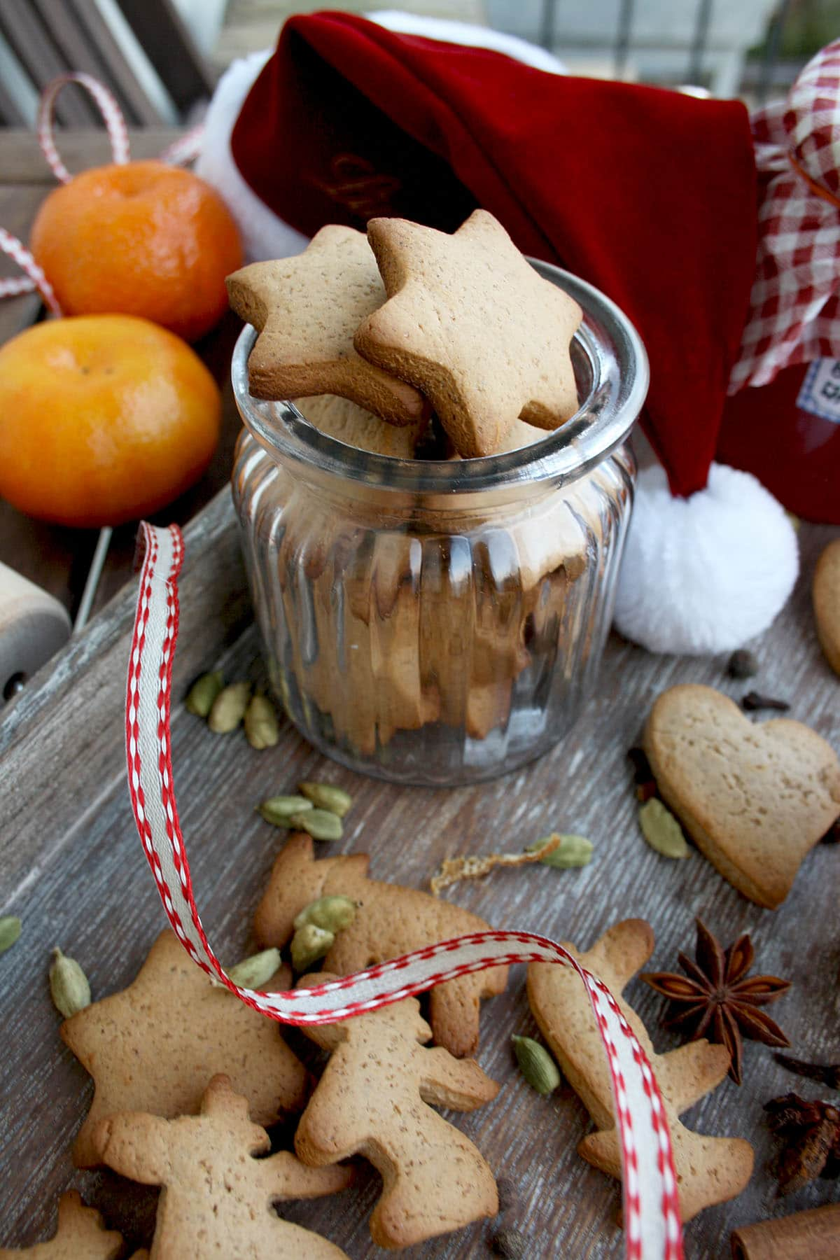 German Christmas Cookies, a.k.a., Lebkuchen, plus how to throw a Christmas cookie exchange this holiday season! These hosting tips will help you to plan one awesome cookie swap party, including more than 40 recipes for our favorite holiday cookies ever! | glitterinc.com | @glitterinc