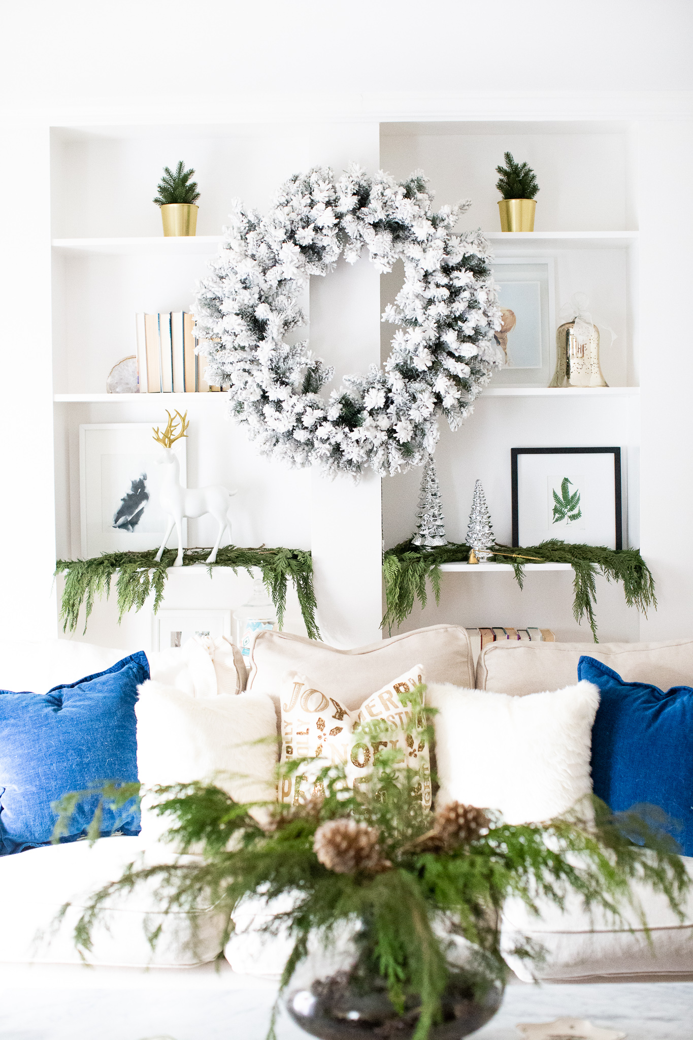 Decorating your house for Christmas? These 4 beautiful and unique Holiday home tours are sure to get you inspired this holiday season! | glitterinc.com | @glitterinc