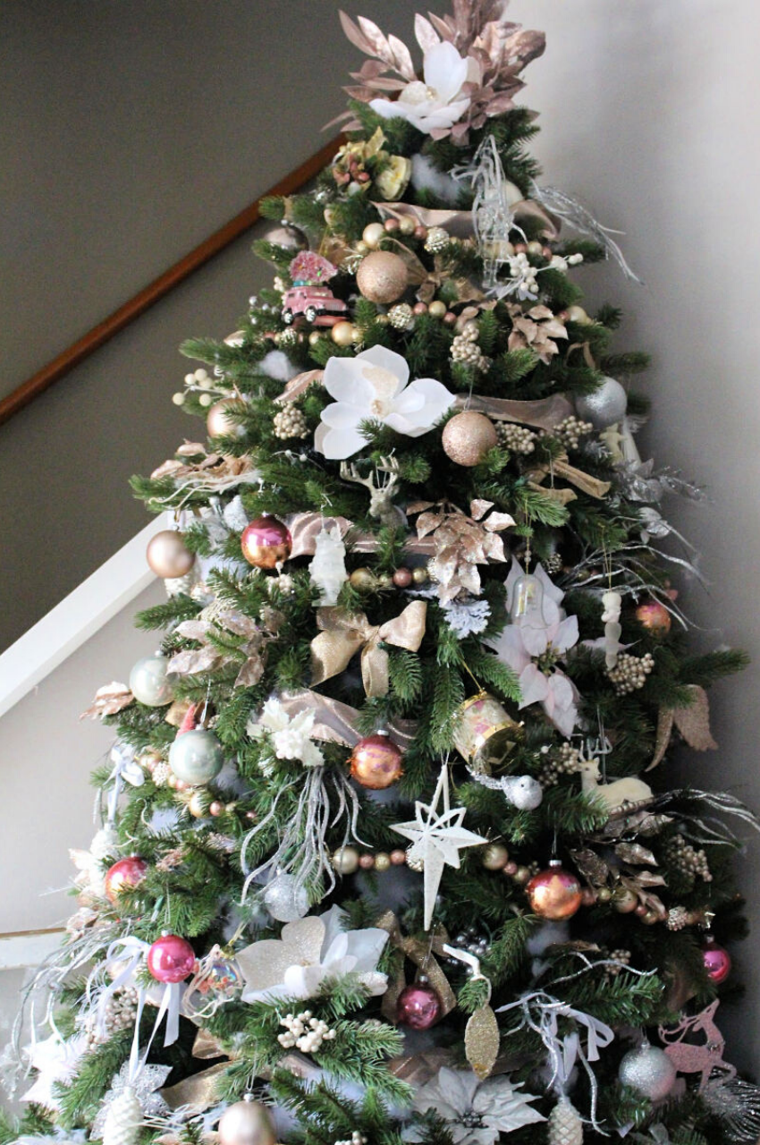 Learn to decorate your Christmas tree like a pro this holiday season with these easy and amazing tree decorating ideas and step by step tutorials! | glitterinc.com | @glitterinc // elegant Christmas tree decorated in blush and metallics.