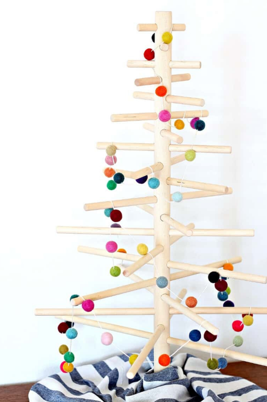 How to Make a Colorful Felt Ball Garland in 15 Minutes