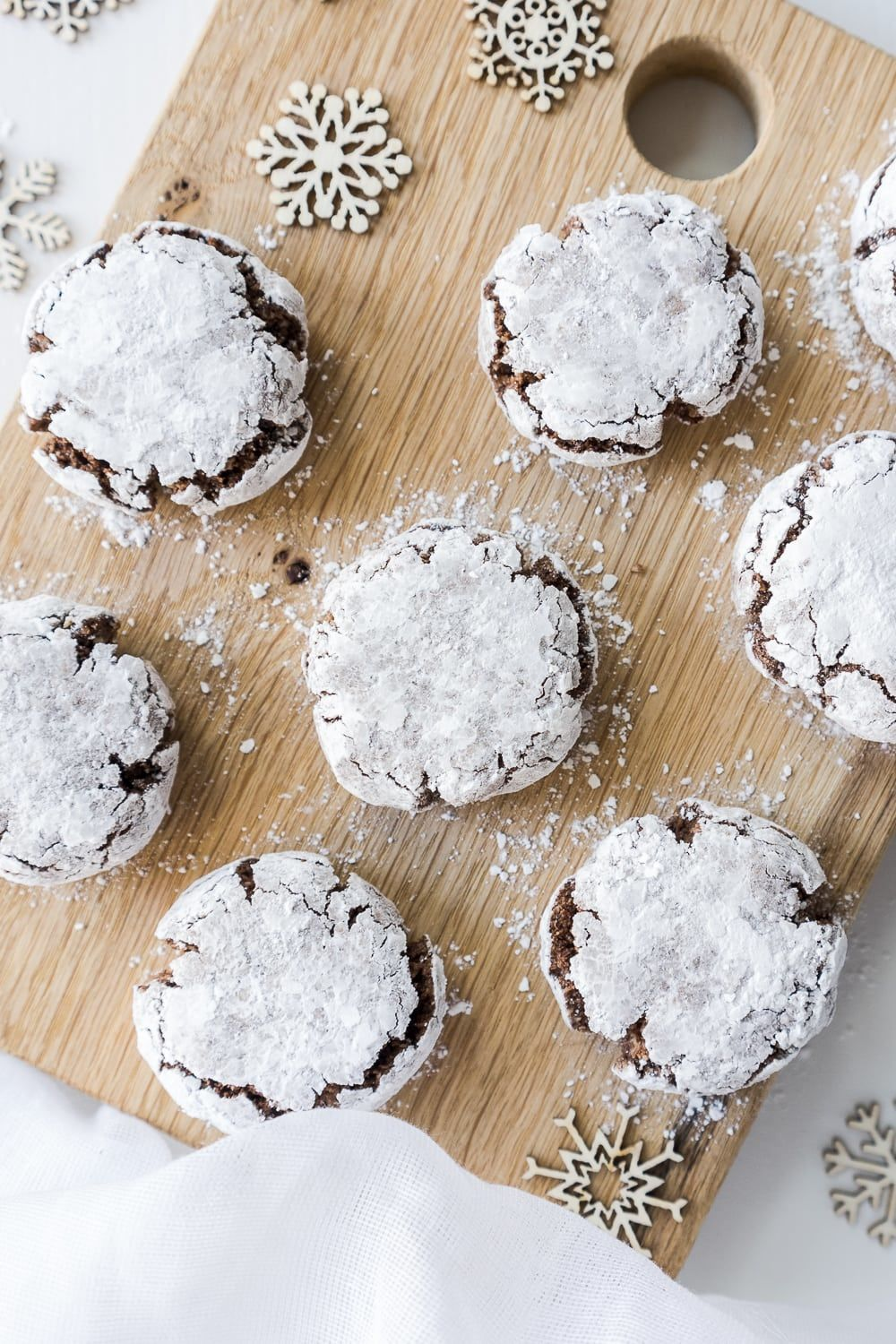 Vegan Chocolate Amaretti Cookies, plus how to throw a Christmas cookie exchange this holiday season! These hosting tips will help you to plan one awesome cookie swap party, including more than 40 recipes for our favorite holiday cookies ever! | glitterinc.com | @glitterinc