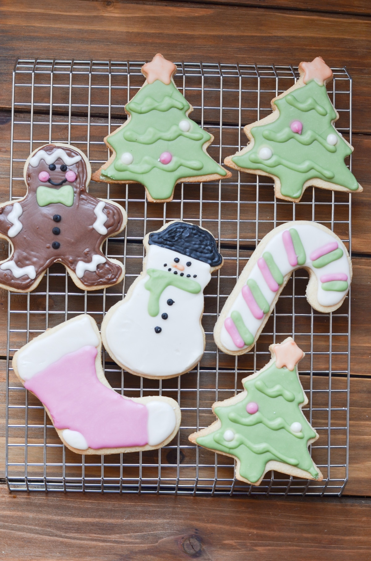 Vegan Sugar Cookies for Decorating, plus how to throw a Christmas cookie exchange this holiday season! These hosting tips will help you to plan one awesome cookie swap party, including more than 40 recipes for our favorite holiday cookies ever! | glitterinc.com | @glitterinc