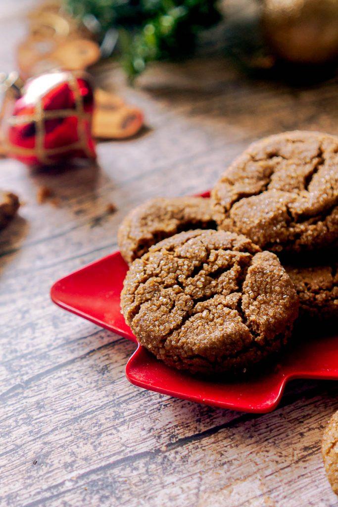 Crispy, Snappy Gingersnap Cookies | glitterinc.com | @glitterinc