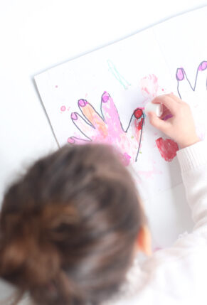 This DIY Kids Cardboard Manicure Activity is easy to set up, everything you will need you already have, and kids LOVE painting the pretend nails! | glitterinc.com | @glitterinc