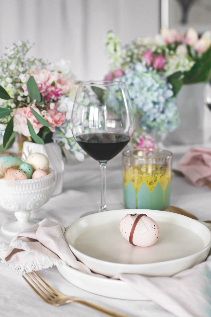 Beautiful Easter tablescape ideas you can use for brunch or dinner entertaining.