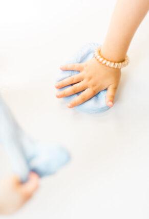 How to Make Fluffy Slime with Kids - DIY - GLITTERINC.COM