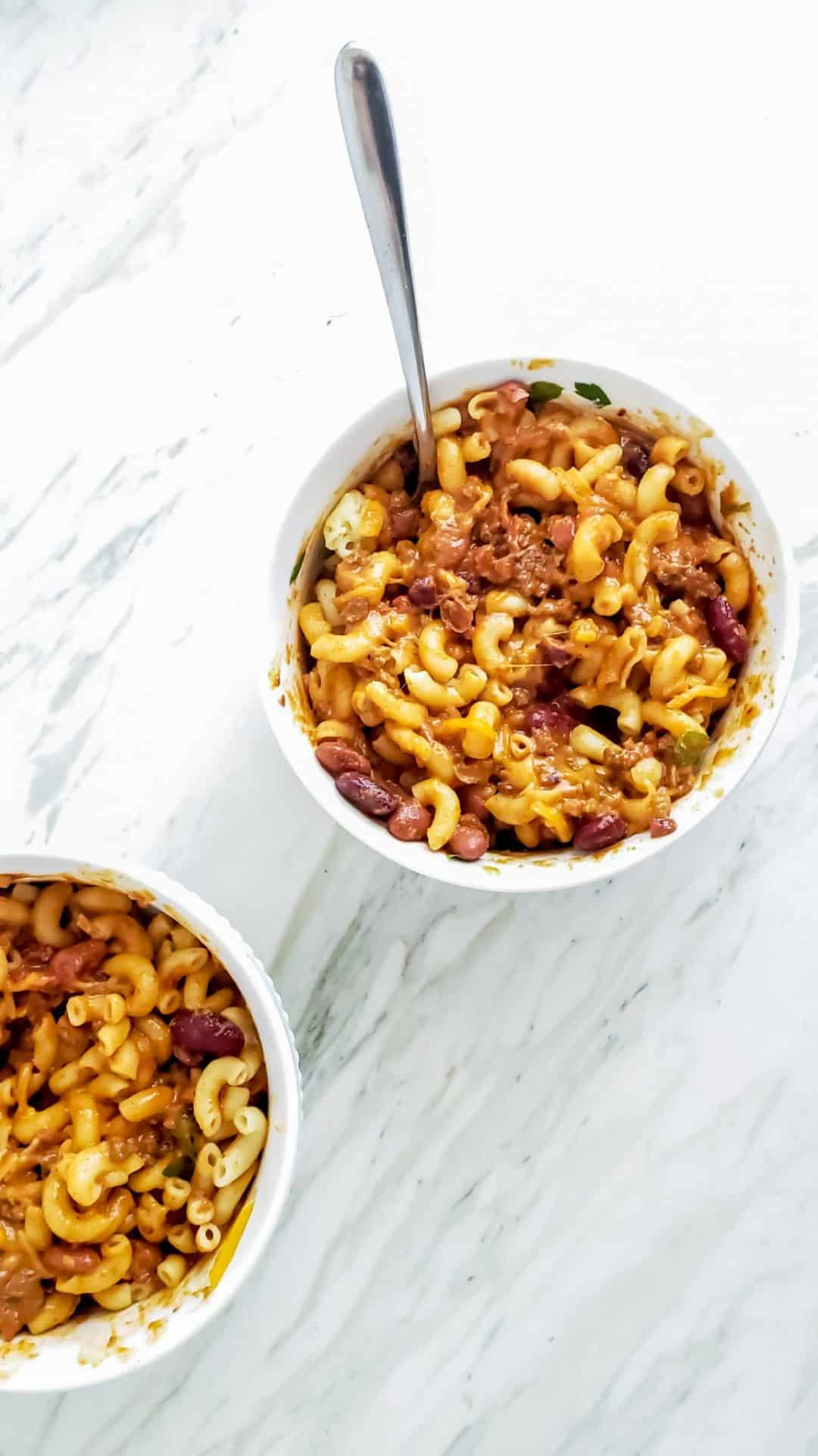 These family-friendly meals use pantry ingredients like beans, lentils, canned goods, pasta, rice, and broth, plus or minus staples that keep well in the freezer or refrigerator. These flexible recipes are all about using what you have on hand to make easy, delicious lunches and dinners! | glitterinc.com | @glitterinc // Sweet and Spicy Chili Mac