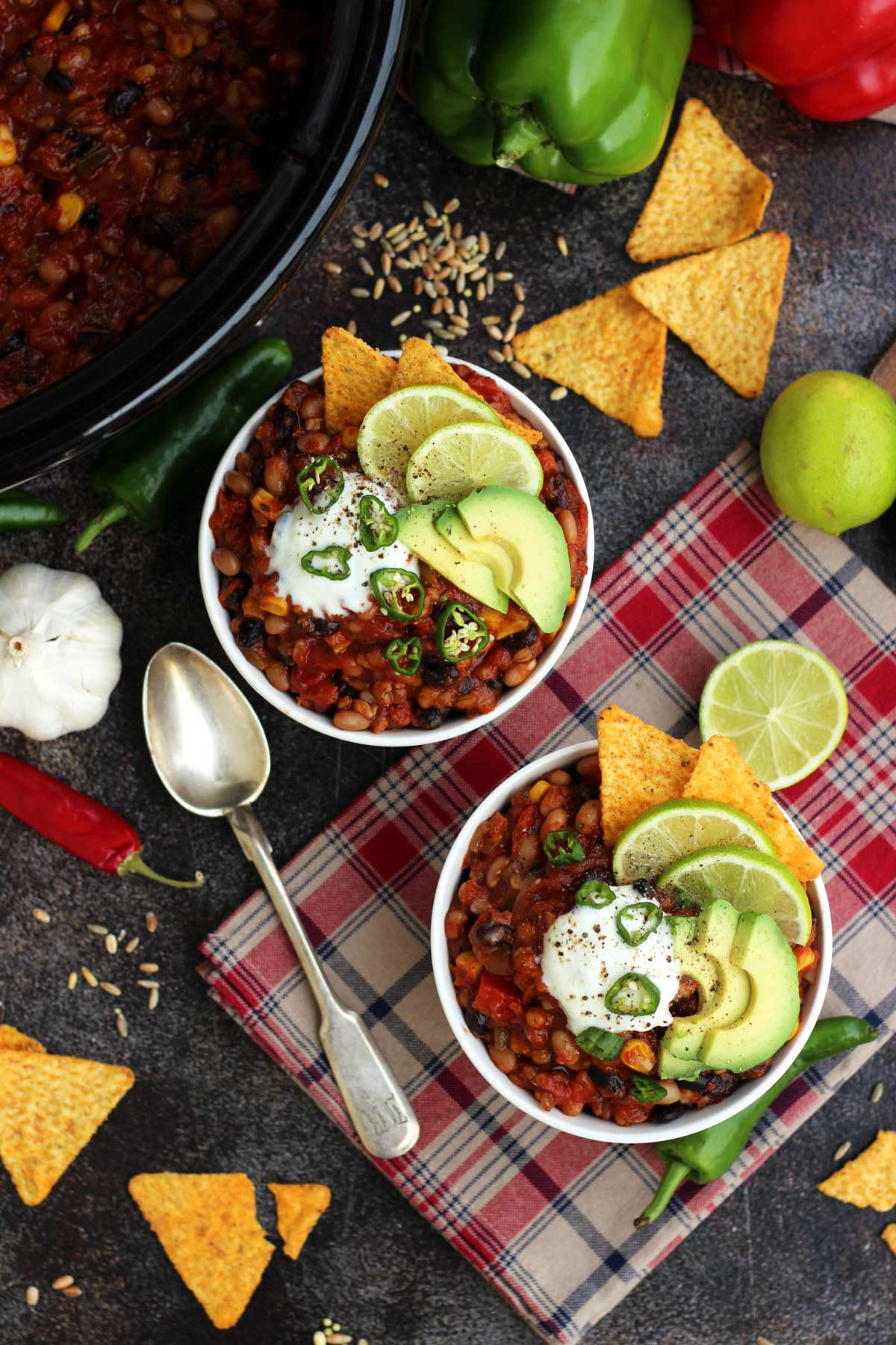 These family-friendly meals use pantry ingredients like beans, lentils, canned goods, pasta, rice, and broth, plus or minus staples that keep well in the freezer or refrigerator. These flexible recipes are all about using what you have on hand to make easy, delicious lunches and dinners! | glitterinc.com | @glitterinc // Slow Cooker Vegan Chili