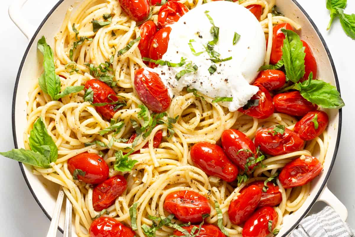 These family-friendly meals use pantry ingredients like beans, lentils, canned goods, pasta, rice, and broth, plus or minus staples that keep well in the freezer or refrigerator. These flexible recipes are all about using what you have on hand to make easy, delicious lunches and dinners! | glitterinc.com | @glitterinc // Tomato and Garlic Pasta with Burrata