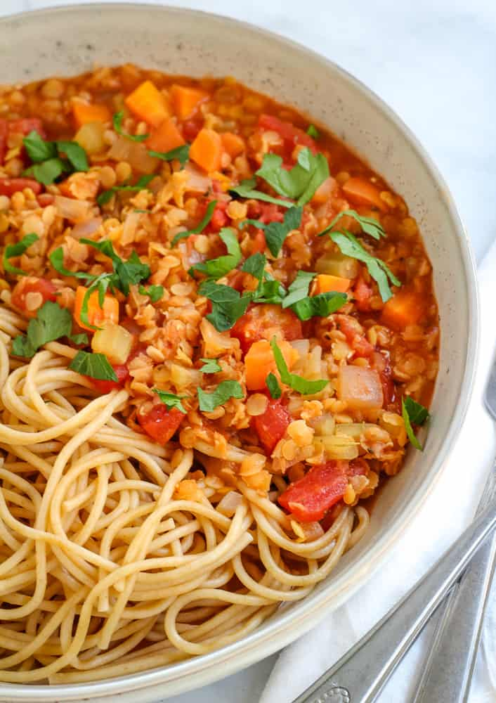 These family-friendly meals use pantry ingredients like beans, lentils, canned goods, pasta, rice, and broth, plus or minus staples that keep well in the freezer or refrigerator. These flexible recipes are all about using what you have on hand to make easy, delicious lunches and dinners! | glitterinc.com | @glitterinc // Easy Lentil Ragu