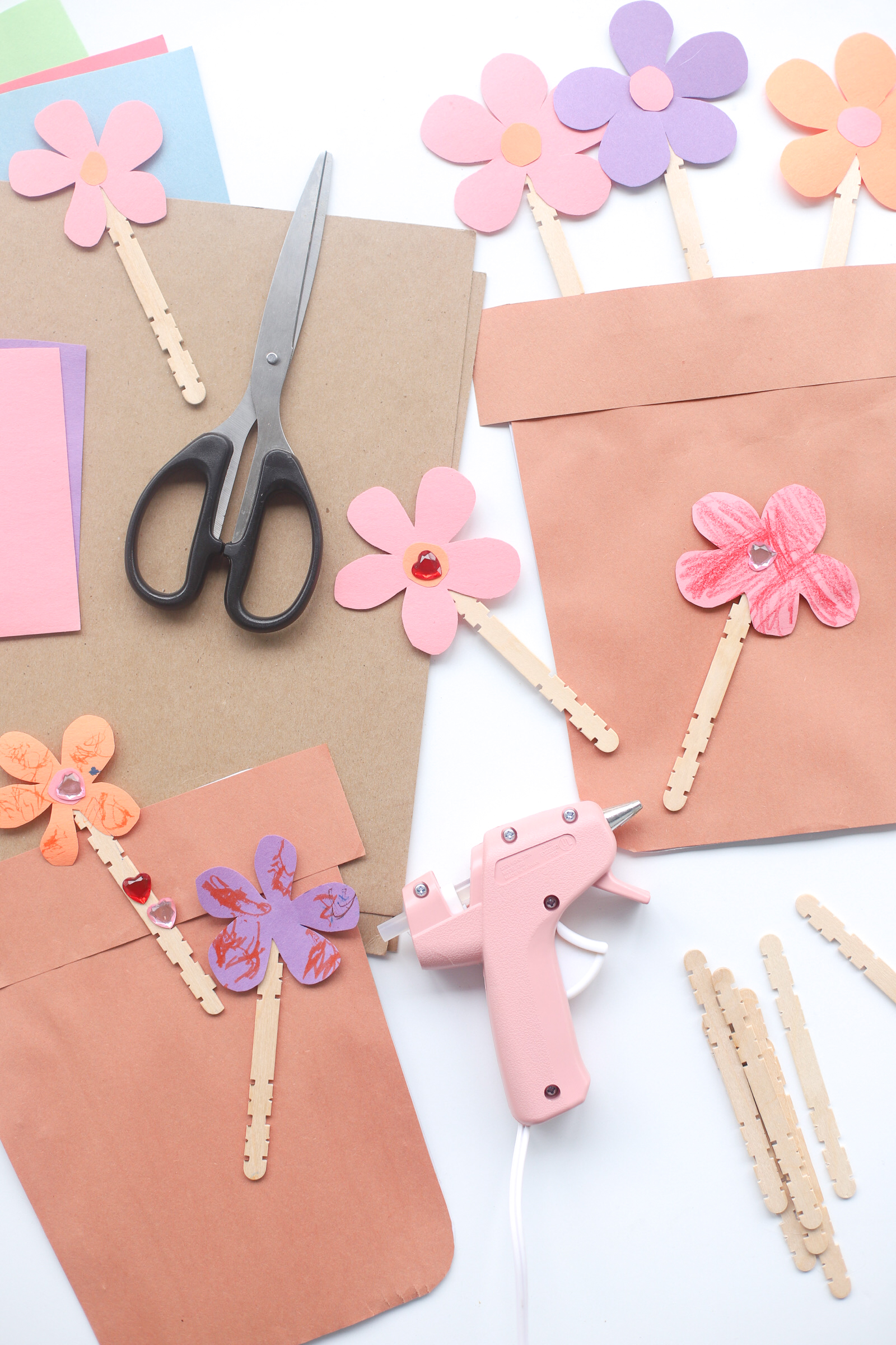 Make easy DIY Cardboard Construction Paper Flower Pots with your kids using things you most likely have at home. This adorable craft is also a perfect Mother's Day gift! | glitterinc.com | @glitterinc