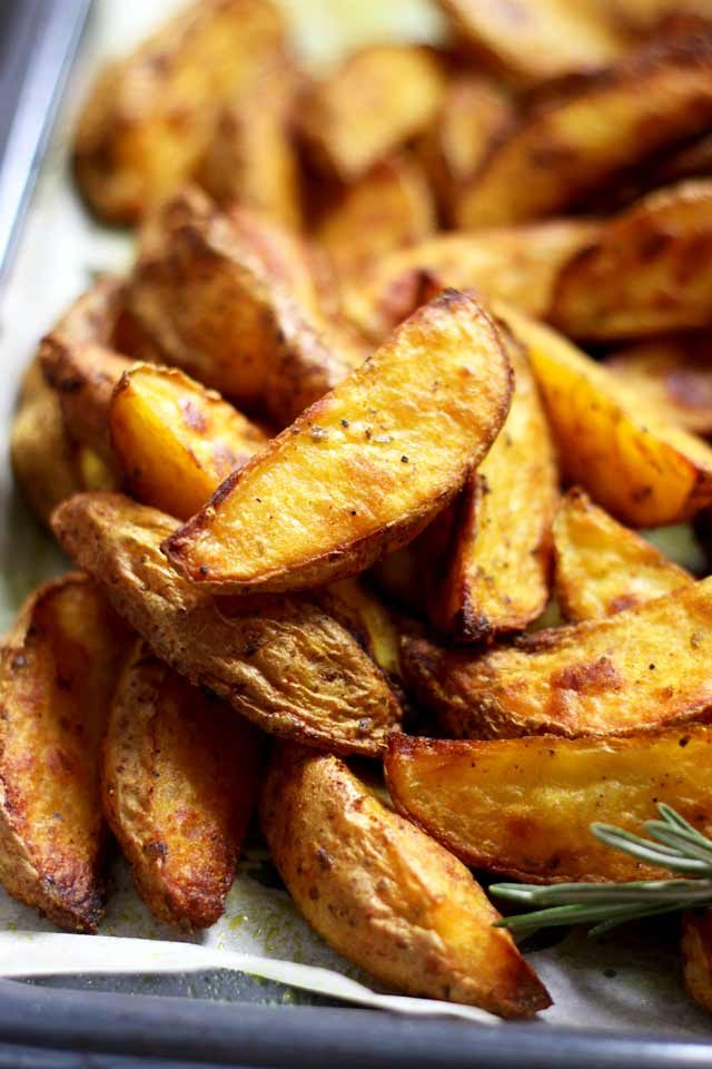 More than 100+ amazing recipes for the Jewish holiday of Passover, including a bunch of go-to, favorite Pesach recipes to make for Seder dinner, including appetizers, side dishes, and desserts, with plenty that work as great leftovers for the holiday week to follow.   glitterinc.com   @glitterinc // Easy Baked Potato Wedges
