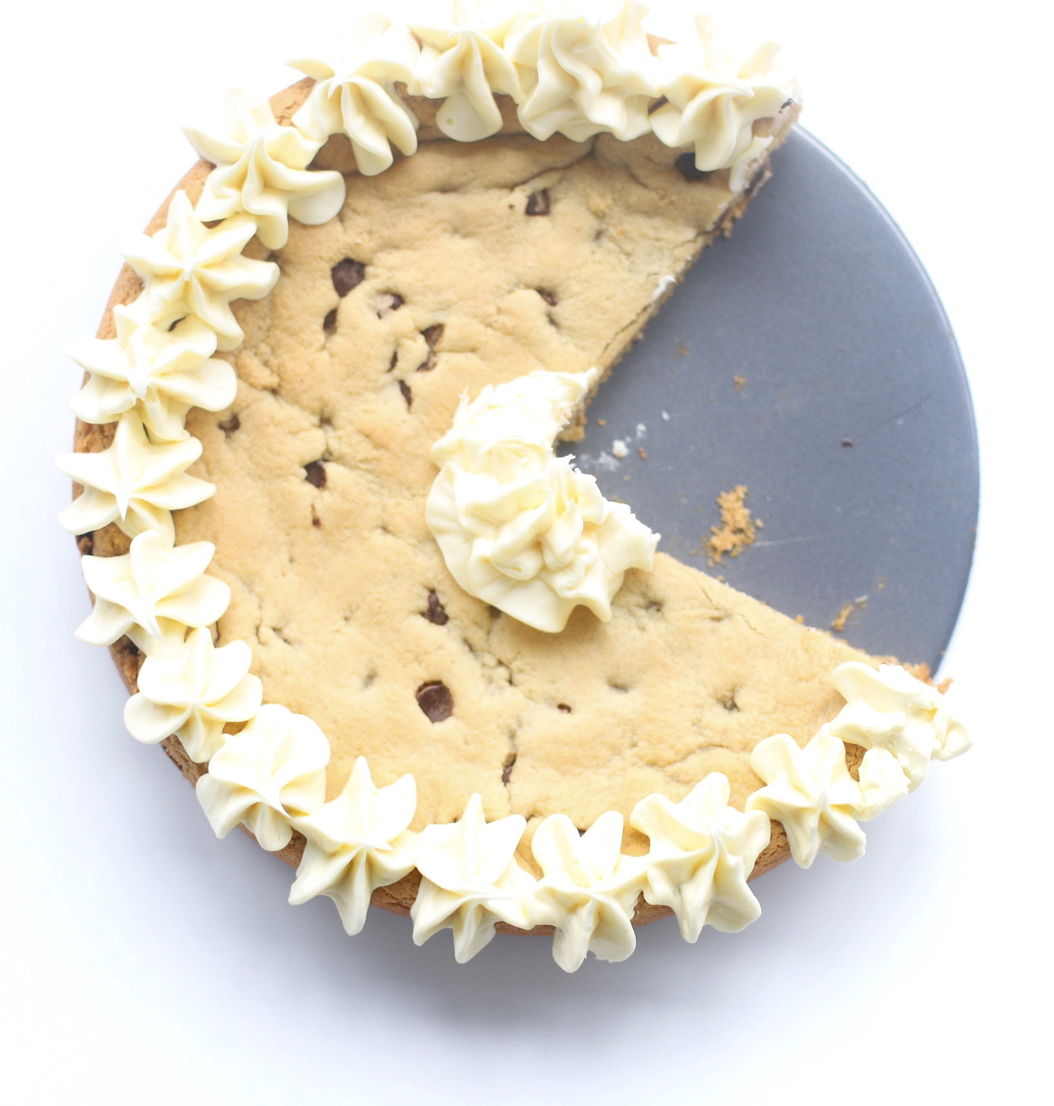 This incredible almond flour chocolate chip cookie cake is gluten free, and everything a giant chocolate chip cookie should be: chewy, sweet, with a hint of salt, loaded with rich chocolate chips, and totally obsession worthy. - Dairy Free - Marzipan - Kosher for Passover - Recipe | glitterinc.com | @glitterinc