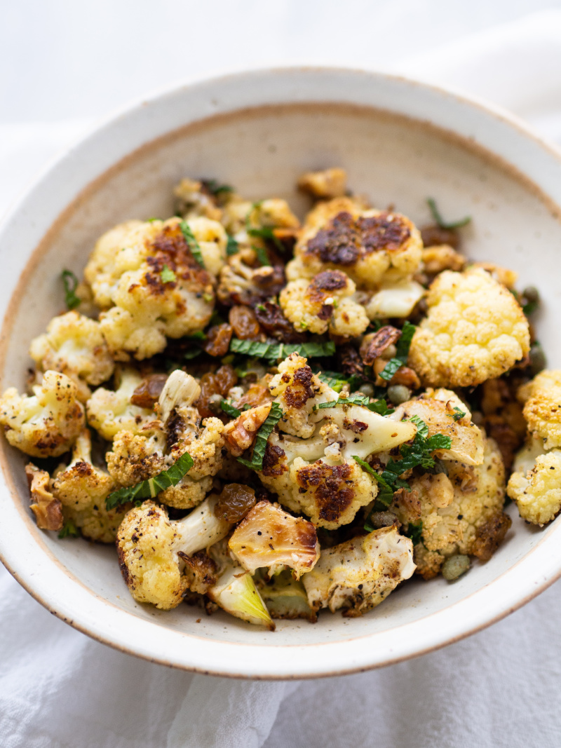 More than 100+ amazing recipes for the Jewish holiday of Passover, including a bunch of go-to, favorite Pesach recipes to make for Seder dinner, including appetizers, side dishes, and desserts, with plenty that work as great leftovers for the holiday week to follow. | glitterinc.com | @glitterinc // Za'atar roasted cauliflower with golden raisins
