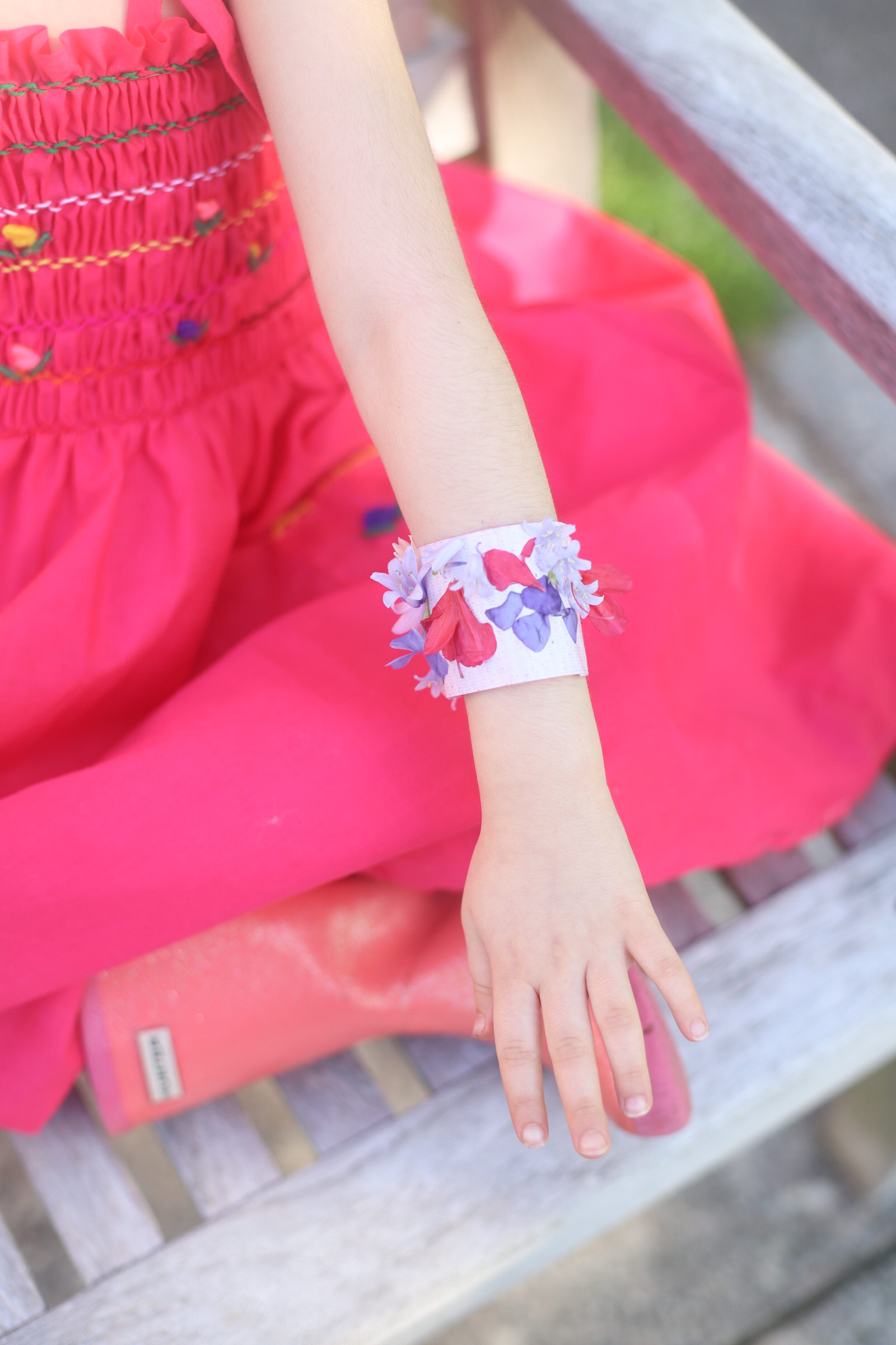 These super simple DIY kids nature bracelets are the perfect fun activity to do on your next nature walk. All you'll need is duct tape and nature! (Psst ... the more flowers around, the better!) | glitterinc.com | @glitterinc